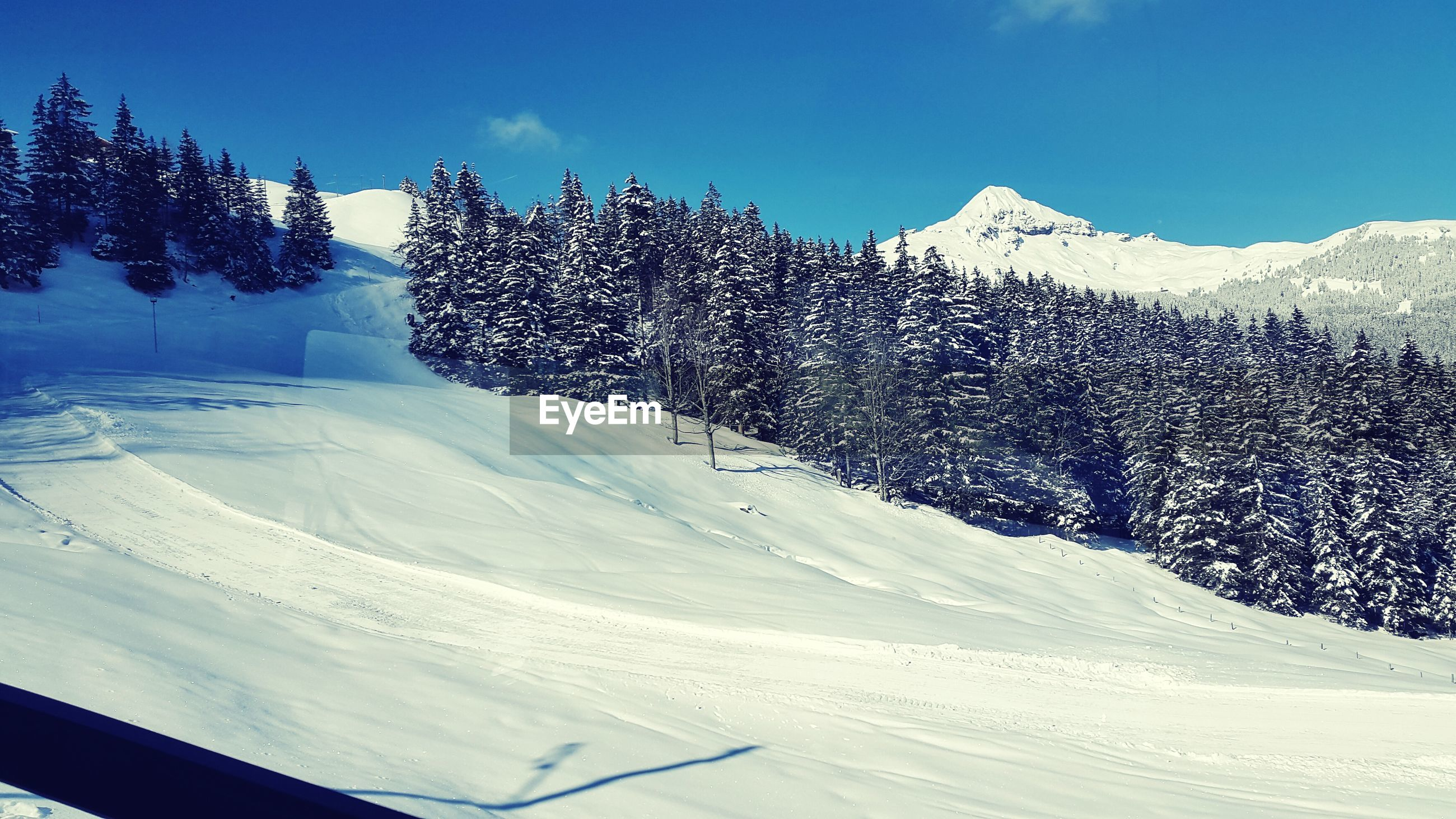 snow, winter, cold temperature, season, weather, covering, landscape, white color, tranquil scene, snowcapped mountain, nature, mountain, field, tranquility, beauty in nature, covered, snow covered, frozen, scenics, clear sky
