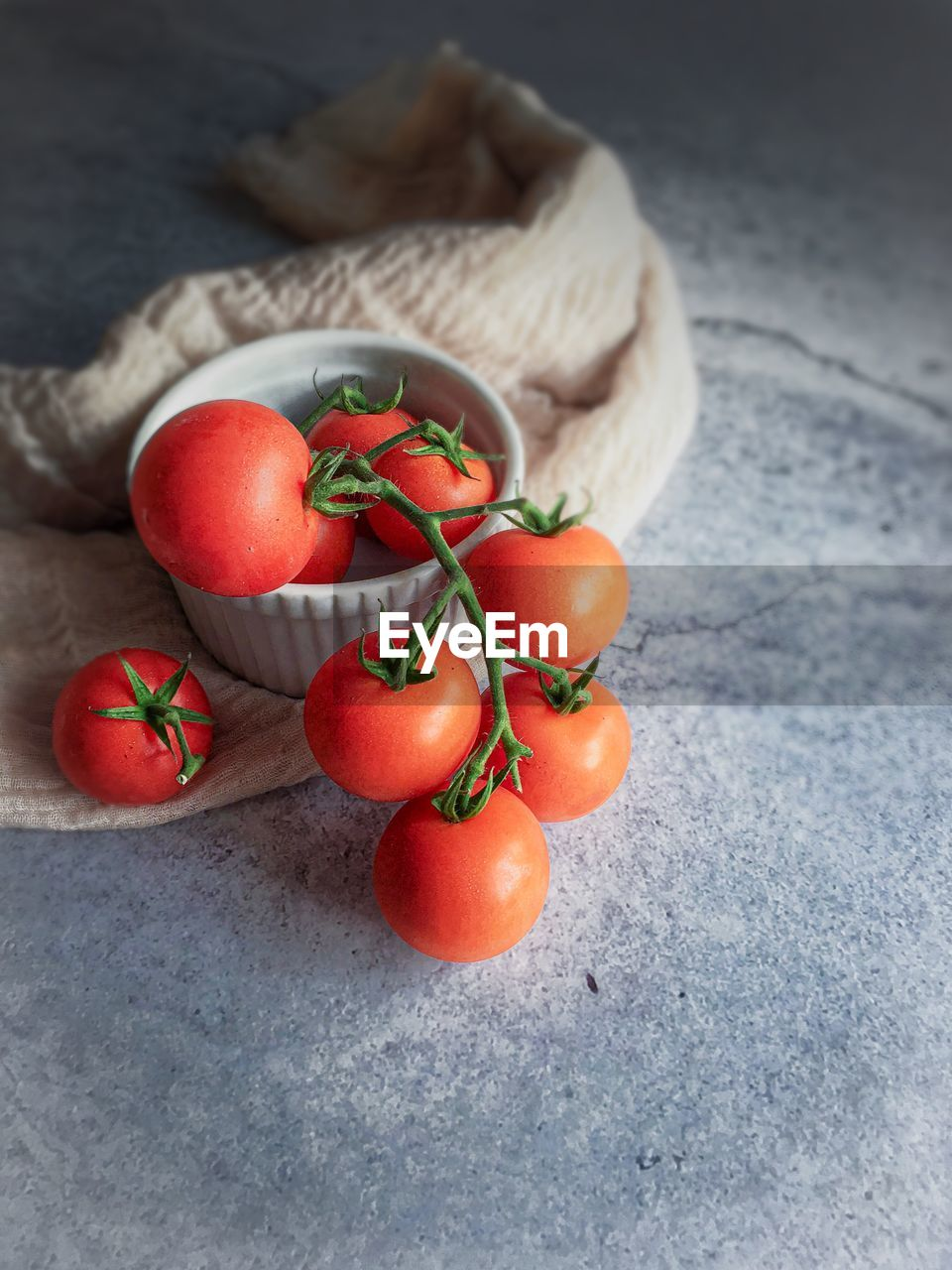 healthy eating, food and drink, food, wellbeing, fruit, freshness, red, tomato, vegetable, still life, close-up, indoors, no people, high angle view, table, raw food, focus on foreground, ripe, cherry tomato, selective focus
