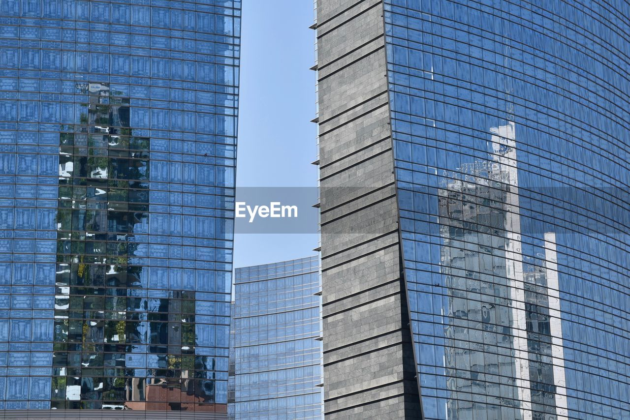 building exterior, built structure, architecture, building, office building exterior, city, modern, office, glass - material, reflection, no people, day, low angle view, skyscraper, tower, sky, clear sky, outdoors, tall - high, nature, financial district