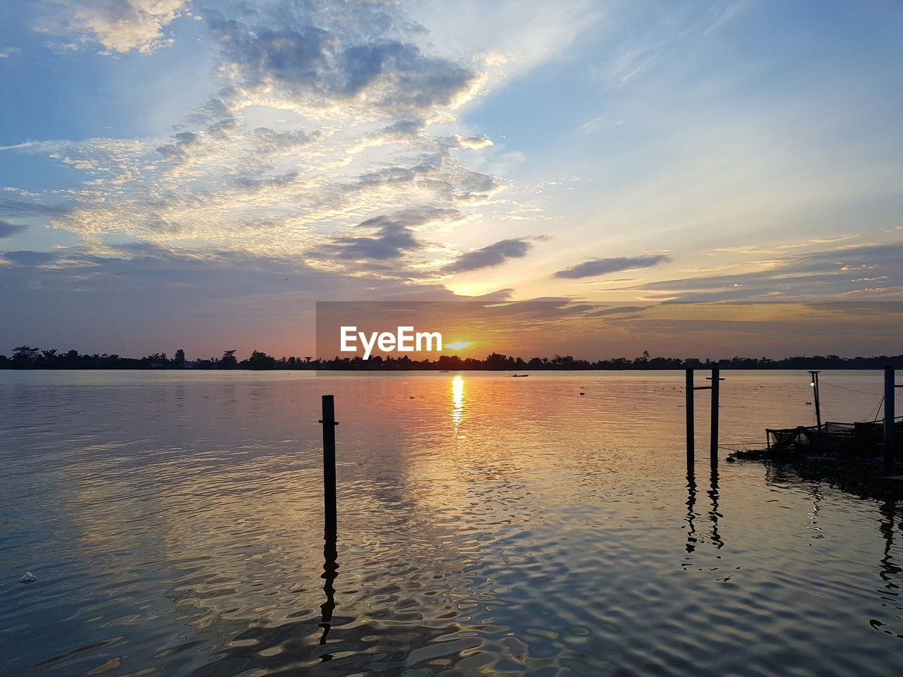 sunset, water, beauty in nature, reflection, sky, scenics, tranquil scene, tranquility, nature, wooden post, cloud - sky, no people, lake, waterfront, outdoors, sun, silhouette, day