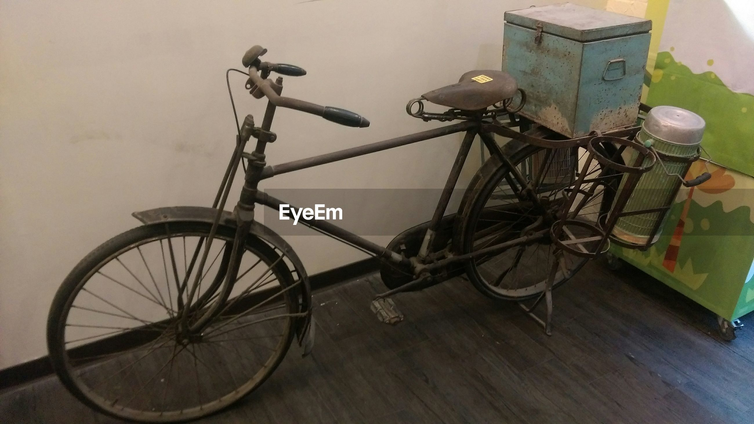bicycle, built structure, stationary, architecture, parked, land vehicle, transportation, parking, building exterior, mode of transport, wall - building feature, wheel, house, no people, outdoors, day, wall, old-fashioned, cycle, leaning