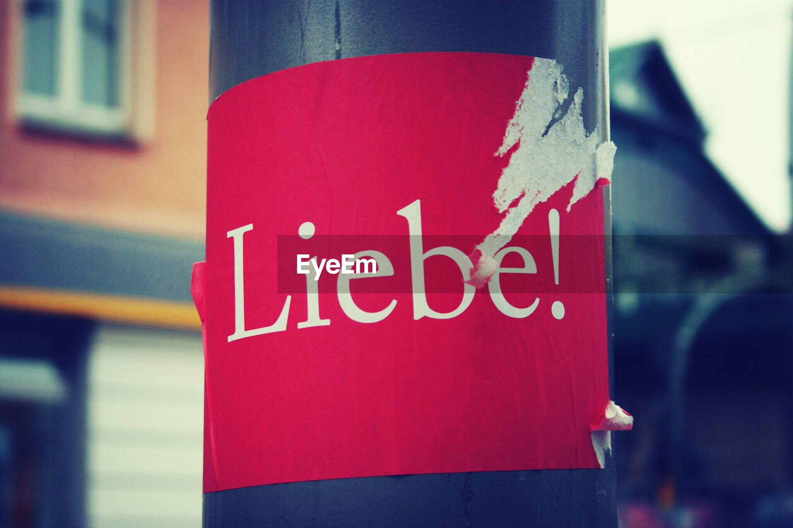 Liebe text on pole