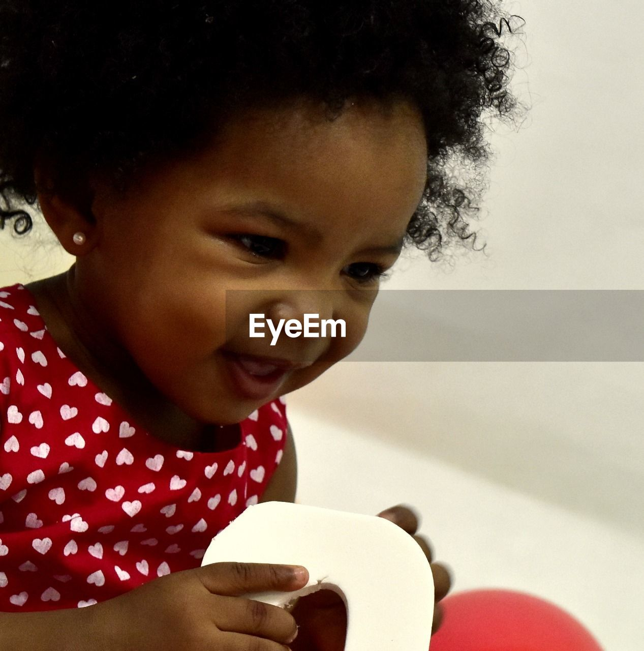 childhood, real people, one person, innocence, cute, baby, toddler, babyhood, holding, lifestyles, playing, leisure activity, indoors, smiling, day, close-up, people
