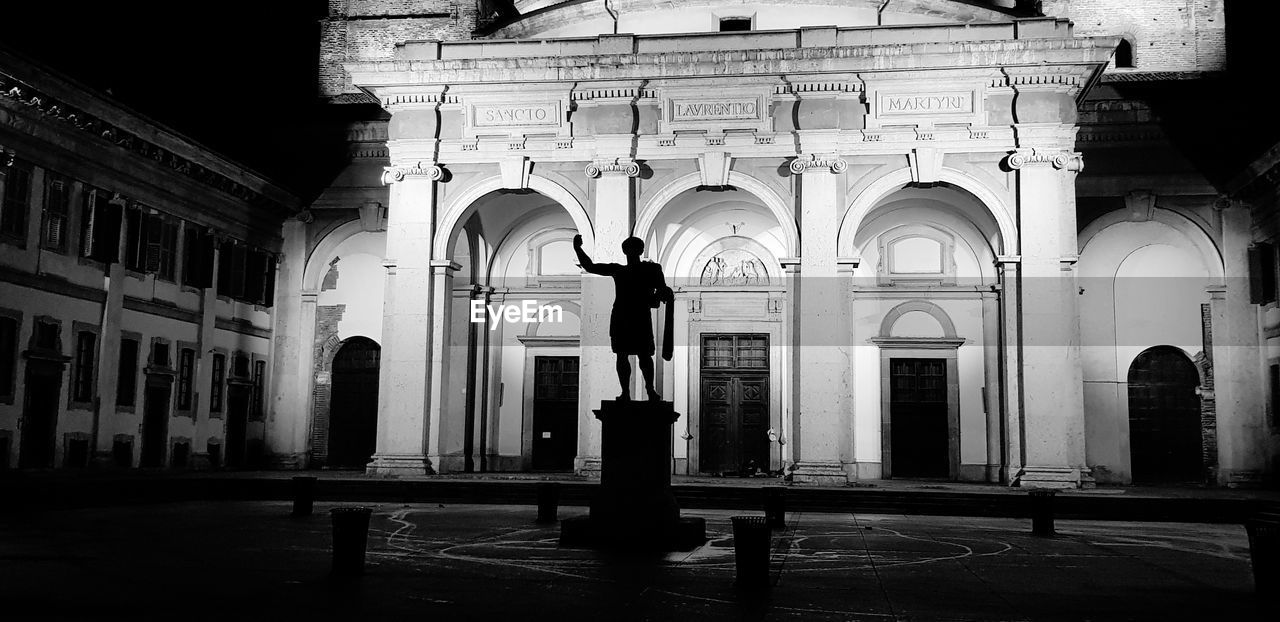 built structure, architecture, arch, building, building exterior, architectural column, sculpture, statue, no people, window, the past, place of worship, art and craft, belief, religion, history, spirituality, day, representation