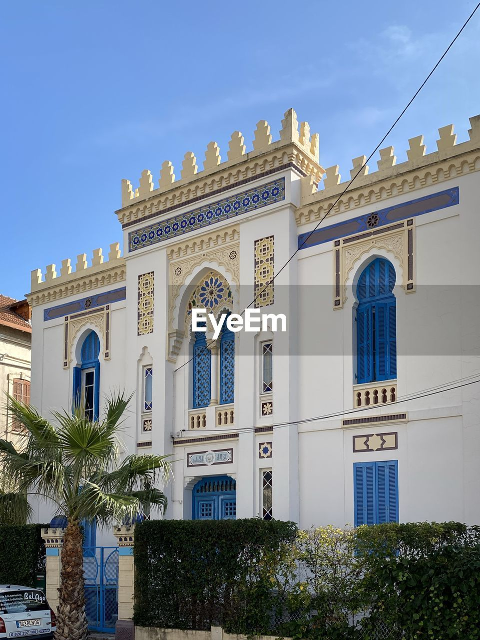 built structure, architecture, building exterior, tree, plant, building, sky, palm tree, nature, low angle view, tropical climate, window, no people, arch, day, travel destinations, outdoors, history, city, the past, luxury