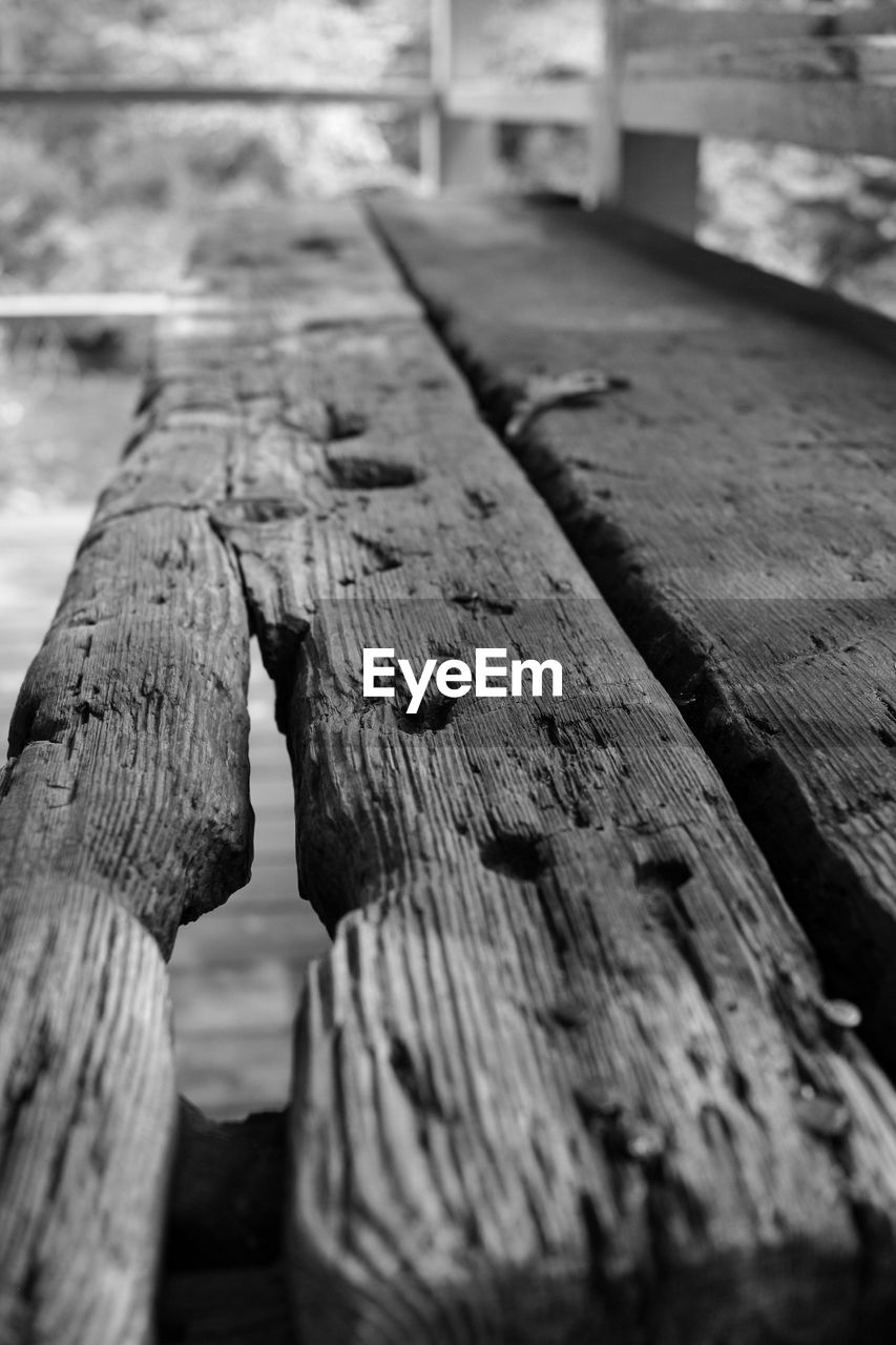 wood - material, close-up, no people, focus on foreground, textured, selective focus, outdoors, pattern, day