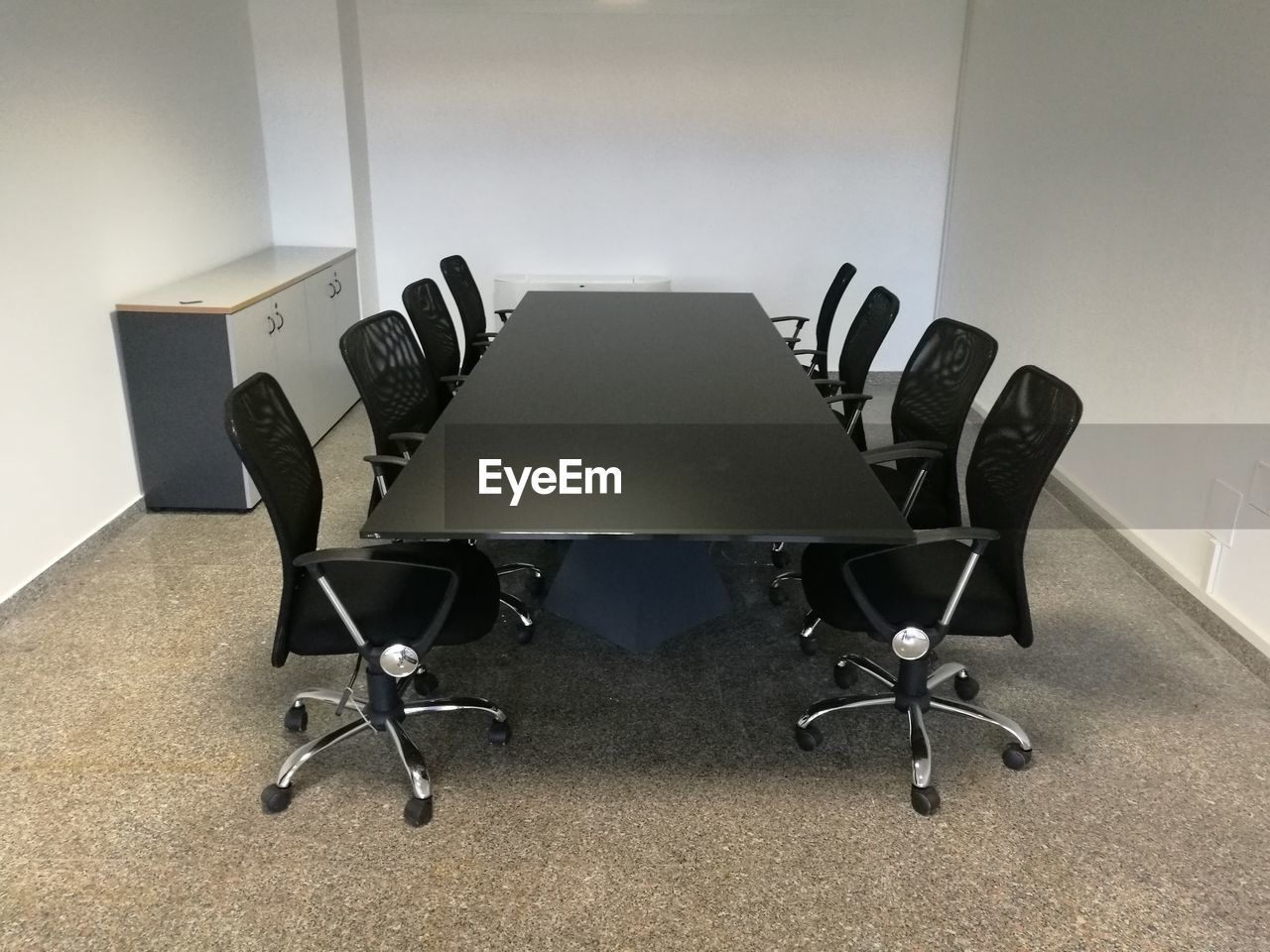 chair, indoors, empty, office, table, no people, office chair, business, desk, seat, day