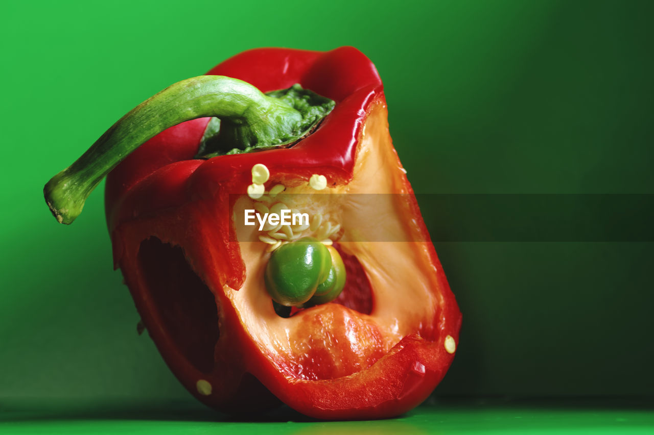 vegetable, bell pepper, food and drink, food, healthy eating, red, red bell pepper, freshness, still life, tomato, studio shot, no people, pepper - vegetable, green color, close-up, indoors, day