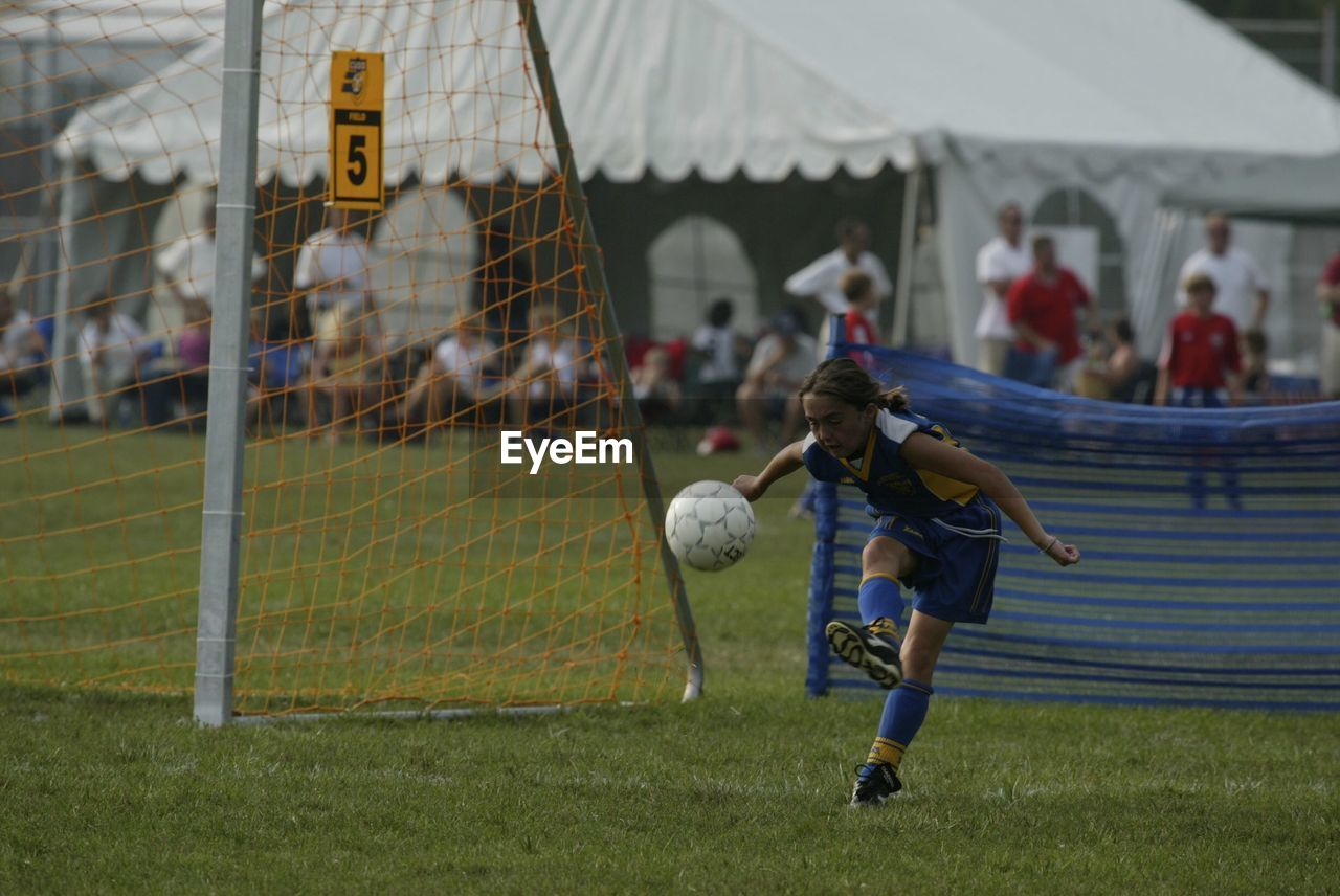 real people, soccer, sport, grass, leisure activity, full length, lifestyles, one person, playing, childhood, soccer field, outdoors, day, boys, people
