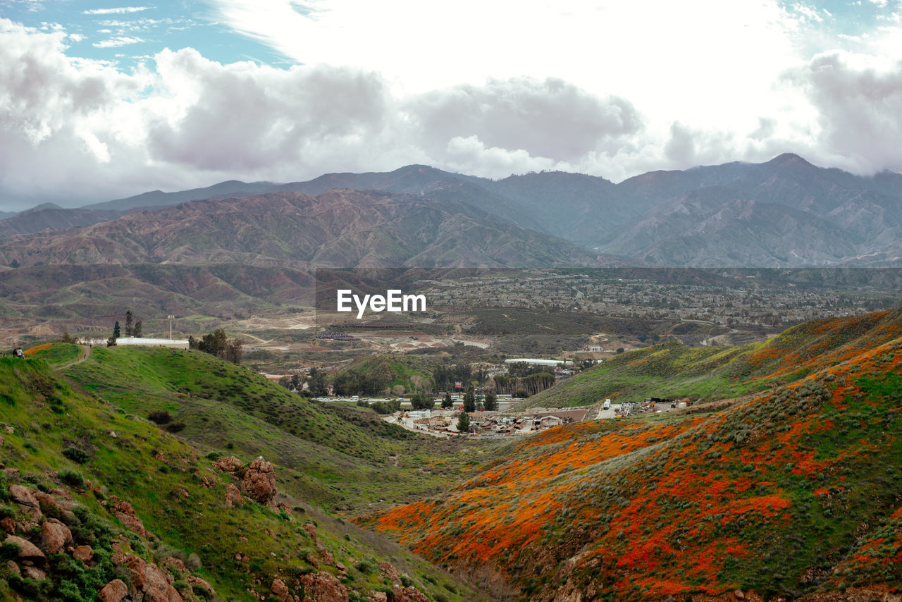 PANORAMIC SHOT OF TOWNSCAPE AGAINST MOUNTAINS