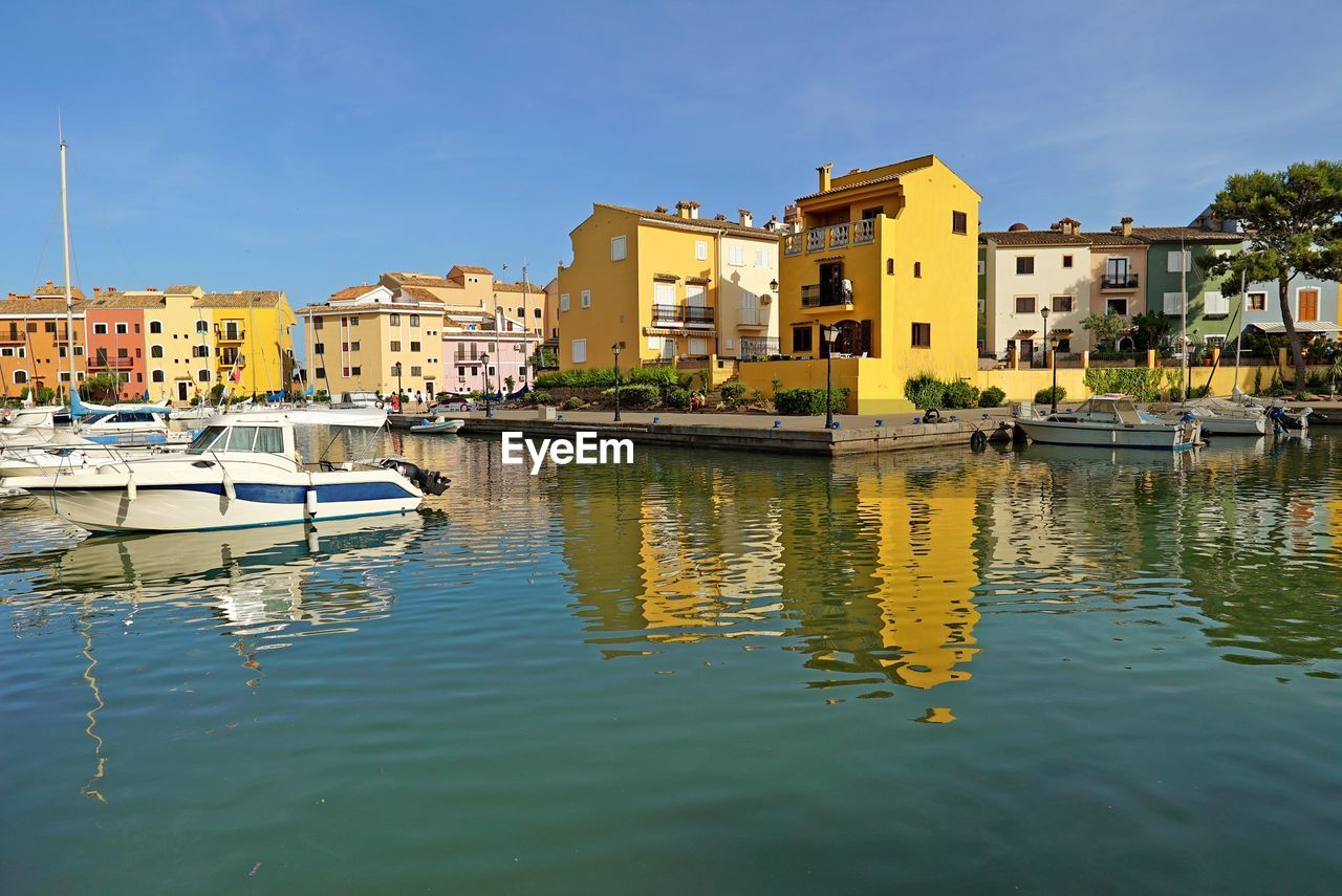 building exterior, architecture, built structure, residential building, nautical vessel, house, reflection, waterfront, day, mode of transport, water, transportation, outdoors, moored, no people, sky, city, clear sky