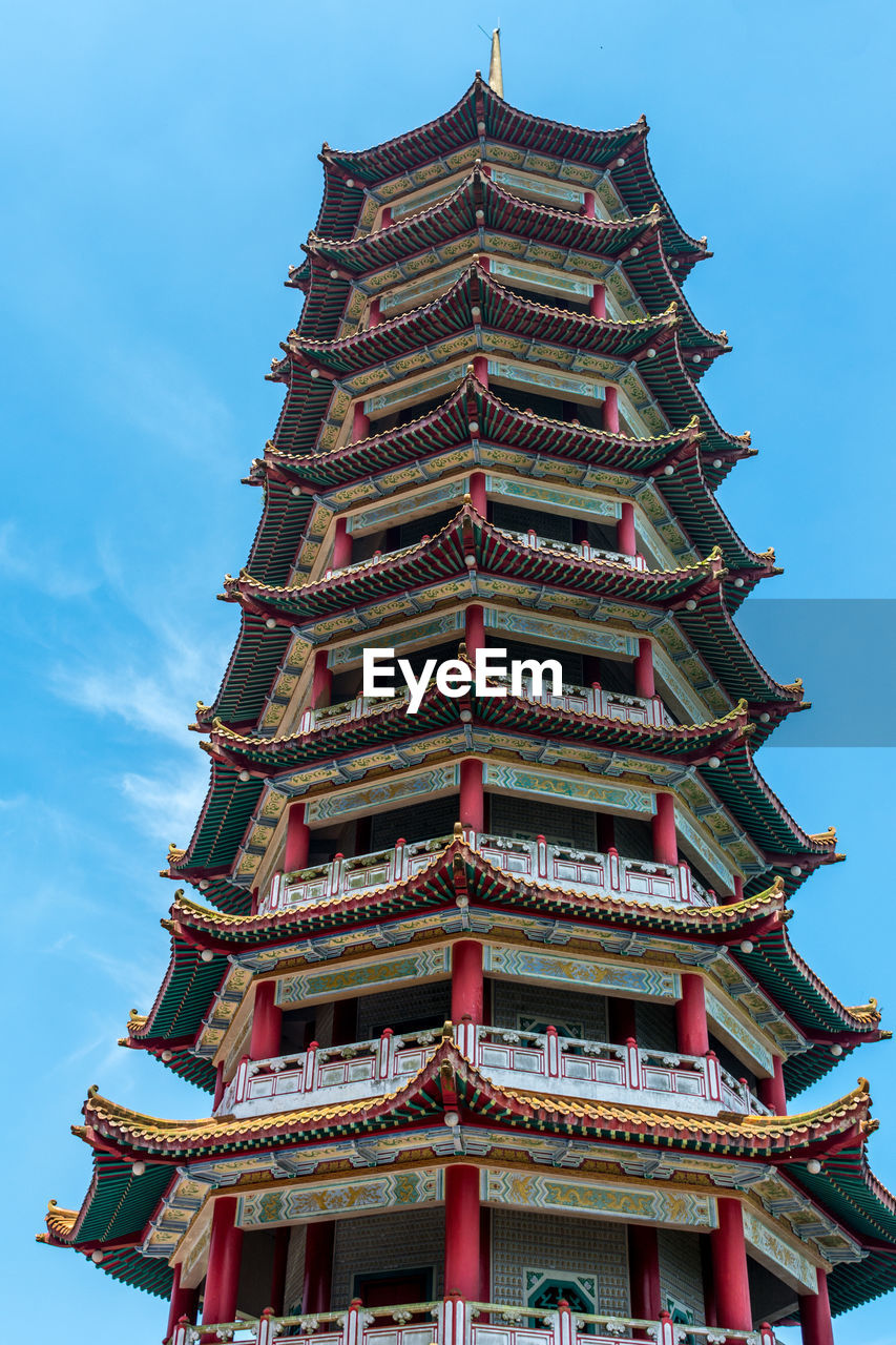 architecture, built structure, low angle view, building exterior, sky, belief, place of worship, building, religion, spirituality, nature, no people, pagoda, day, pattern, outdoors, architectural feature