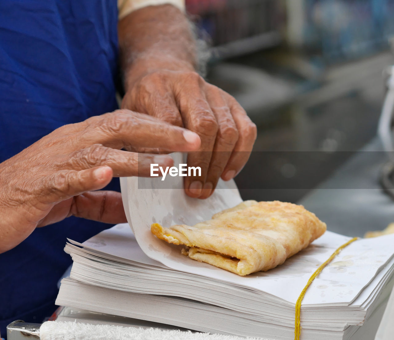 CLOSE-UP OF MAN WORKING WITH FOOD