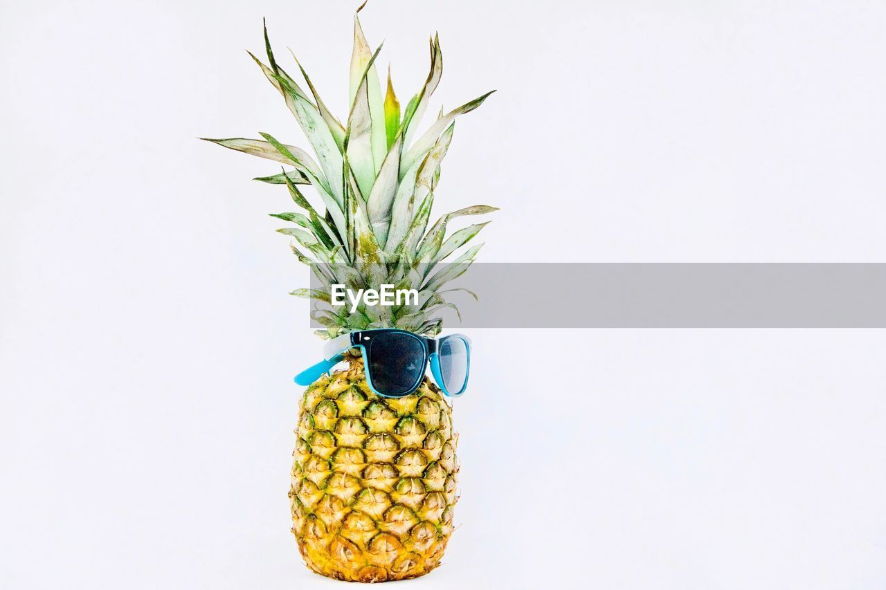 studio shot, pineapple, wellbeing, healthy eating, fruit, white background, indoors, freshness, food, still life, food and drink, yellow, no people, copy space, green color, tropical fruit, close-up, directly above, plant, creativity