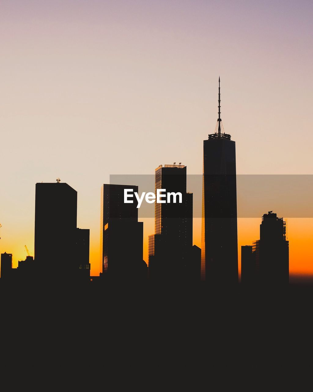 SILHOUETTE OF BUILDINGS AGAINST CLEAR SKY