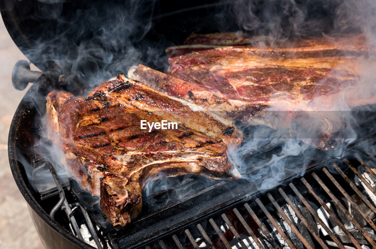 HIGH ANGLE VIEW OF FOOD ON BARBECUE