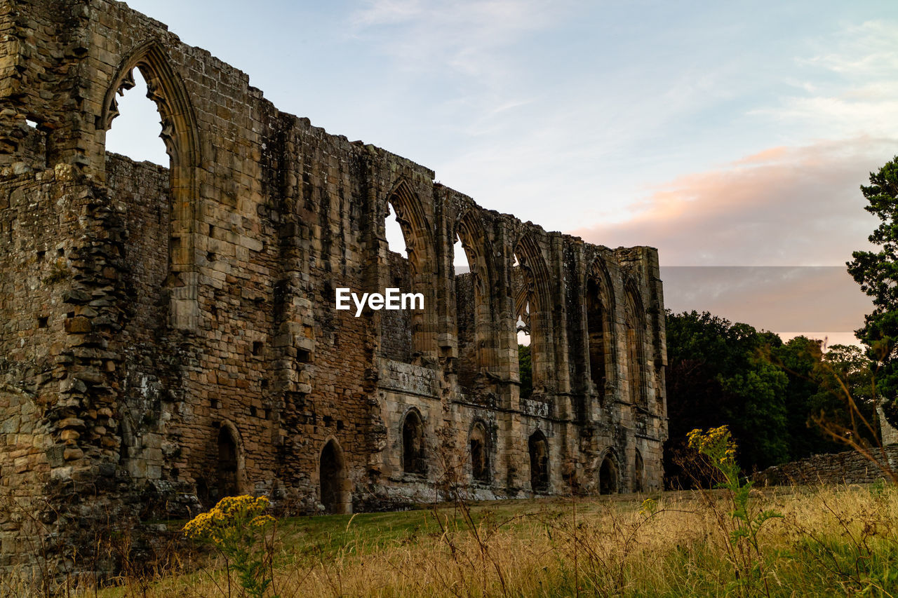 history, the past, sky, architecture, ancient, built structure, old ruin, damaged, old, nature, cloud - sky, ruined, no people, abandoned, travel destinations, building exterior, bad condition, run-down, obsolete, deterioration, ancient civilization, archaeology, outdoors, abbey