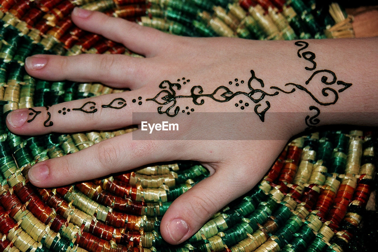 human hand, human body part, communication, indoors, real people, close-up, one person, day, adult, people