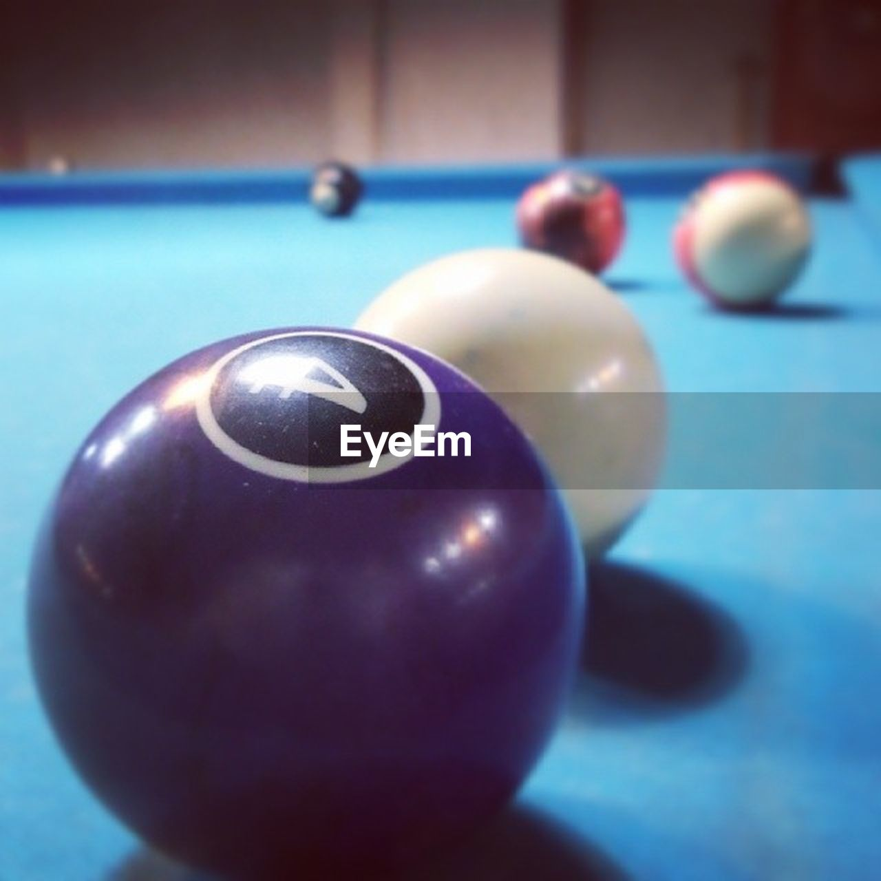 pool ball, pool table, pool - cue sport, sport, snooker ball, focus on foreground, still life, snooker, indoors, table, close-up, sports equipment, no people, ball, cue ball, pool cue, snooker and pool, day