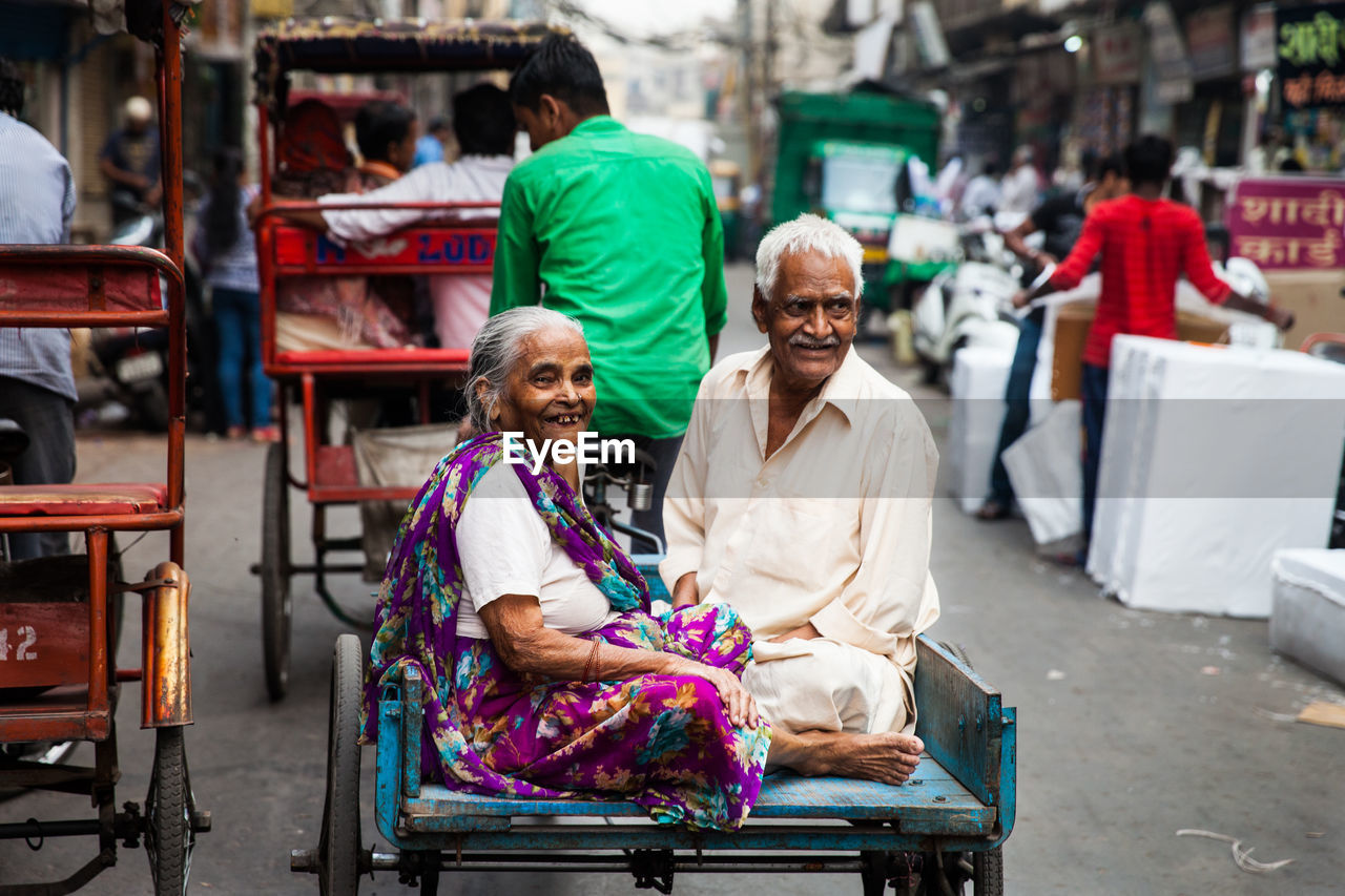 senior adult, adult, senior women, smiling, men, incidental people, males, women, focus on foreground, market, real people, senior men, looking at camera, retirement, leisure activity, day, portrait, people, happiness, couple - relationship