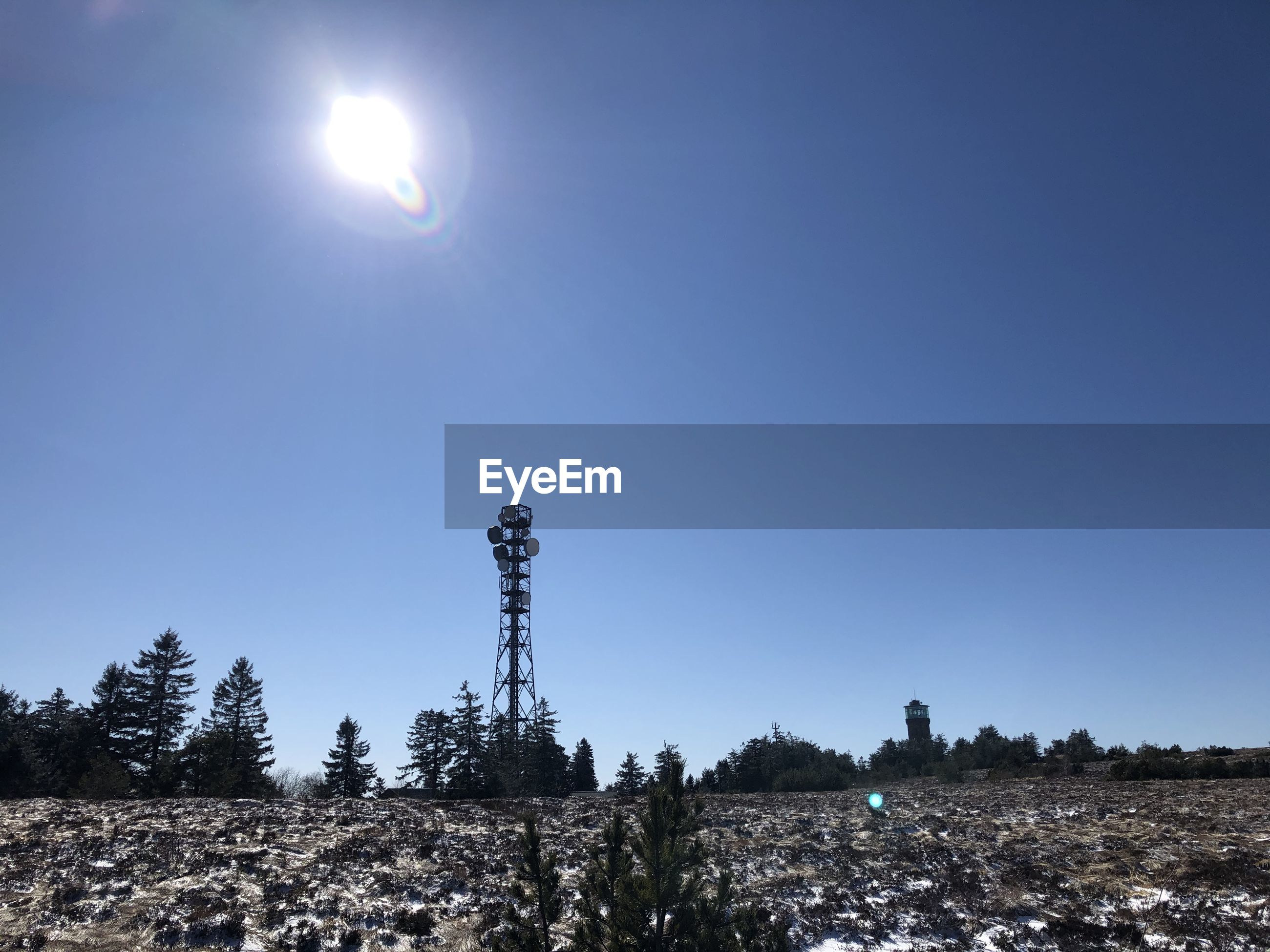 LOW ANGLE VIEW OF BRIGHT SUN AGAINST CLEAR BLUE SKY