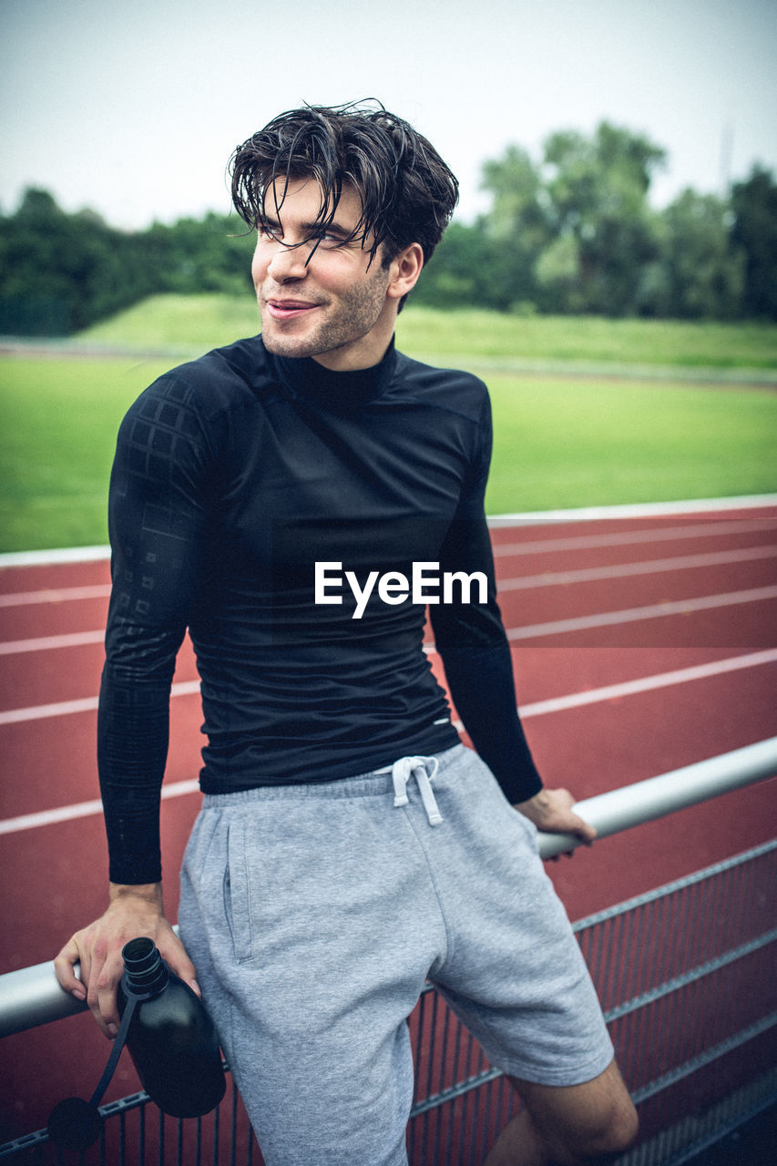 real people, one person, young adult, sport, lifestyles, three quarter length, leisure activity, sports training, athlete, day, track and field athlete, outdoors, competitive sport, sports clothing, sports track, running track, sportsman, competition, adult, people