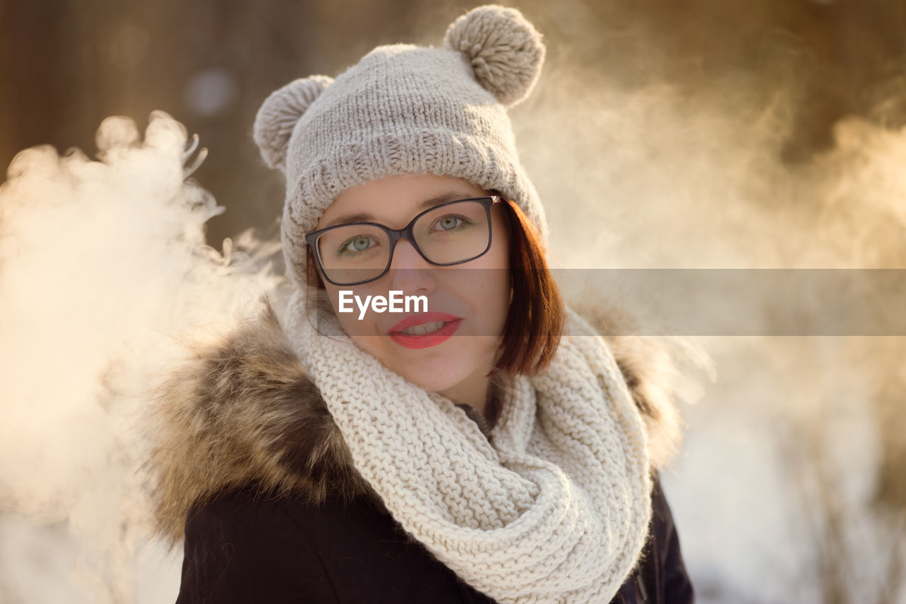 warm clothing, winter, portrait, clothing, cold temperature, looking at camera, hat, headshot, one person, fur, focus on foreground, young adult, real people, young women, women, front view, beautiful woman, leisure activity, fur coat, scarf, fur hat