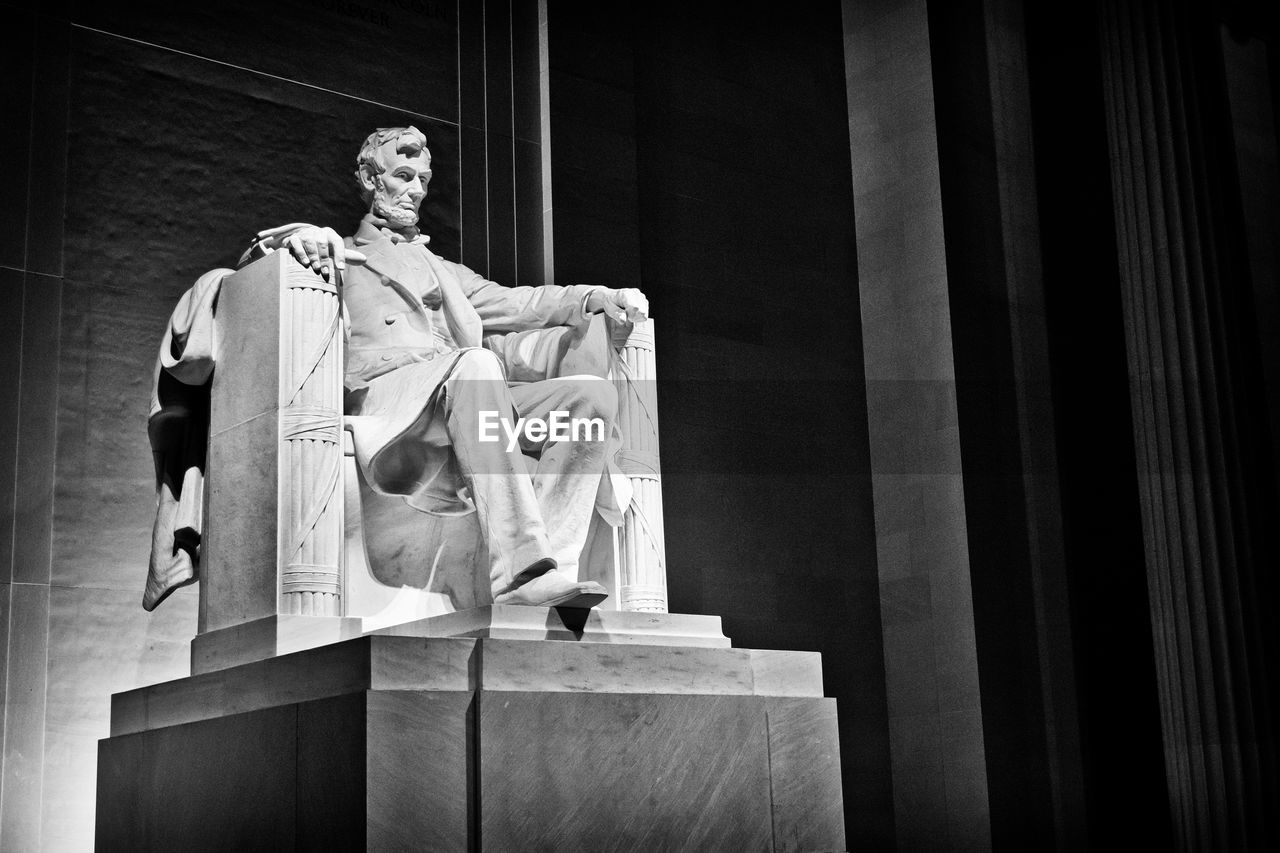 Abraham Lincoln Statue At Memorial