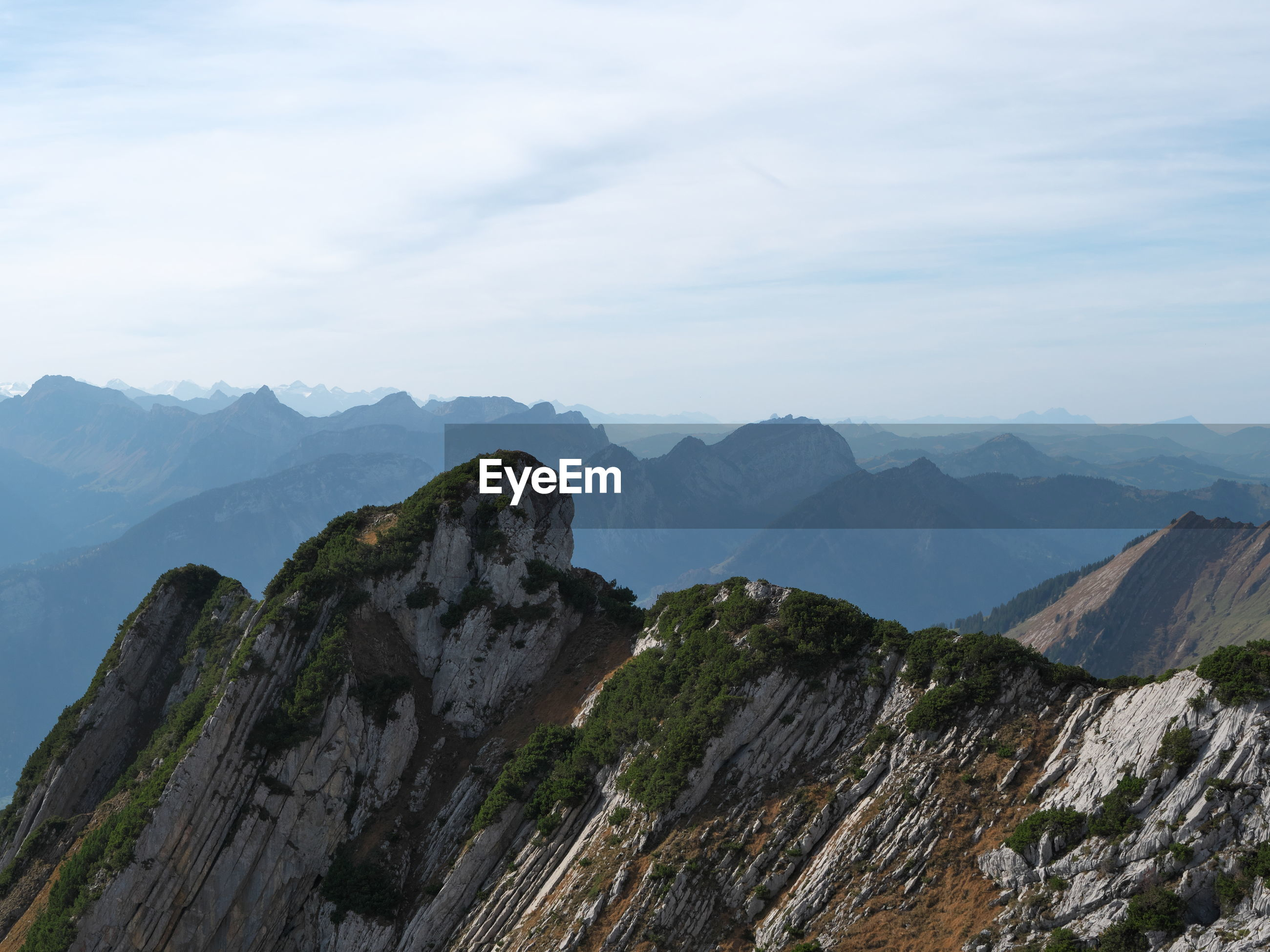 PANORAMIC VIEW OF MOUNTAIN RANGE AGAINST SKY
