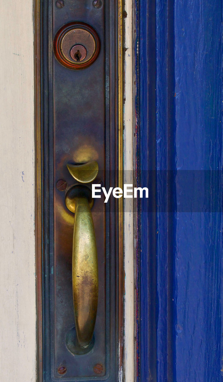 CLOSE UP OF DOOR