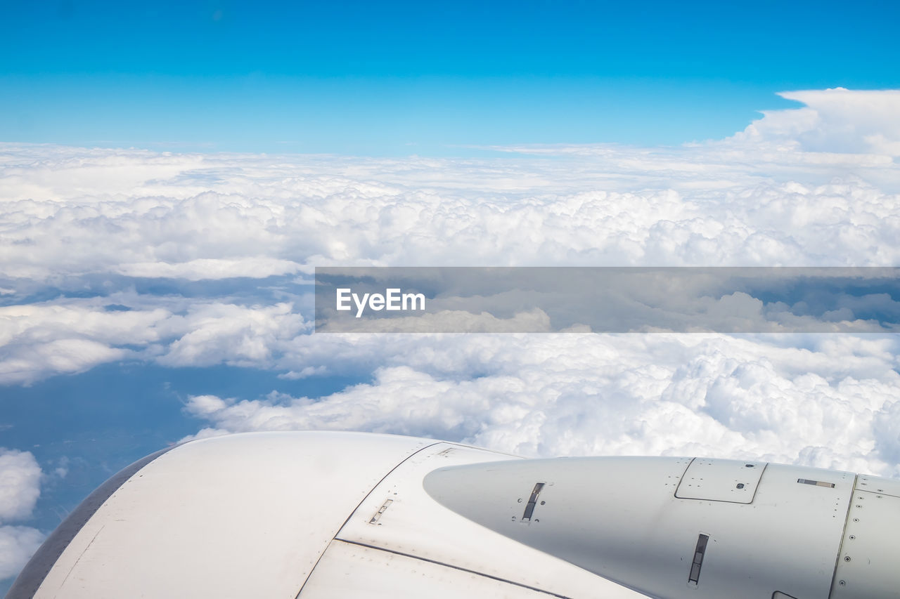 airplane, air vehicle, cloud - sky, sky, mode of transportation, transportation, flying, day, engine, travel, no people, nature, blue, scenics - nature, cloudscape, beauty in nature, jet engine, white color, outdoors, on the move, plane