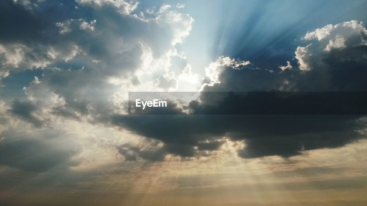 cloud - sky, sunbeam, sky, nature, cloudscape, beauty in nature, scenics, tranquility, atmospheric mood, majestic, sky only, no people, tranquil scene, low angle view, sun, backgrounds, sunlight, day, outdoors