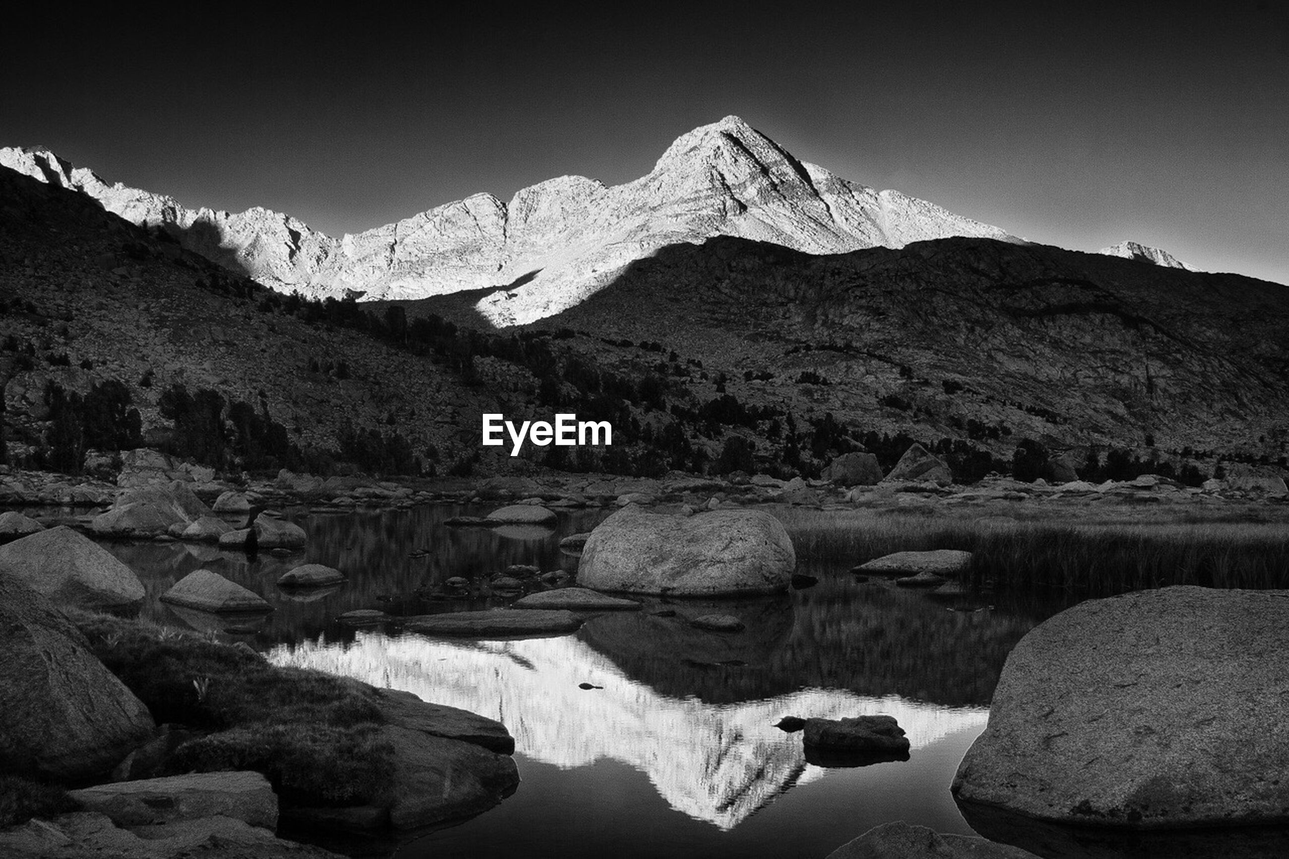 SCENIC VIEW OF RIVER AMIDST MOUNTAINS AGAINST CLEAR SKY