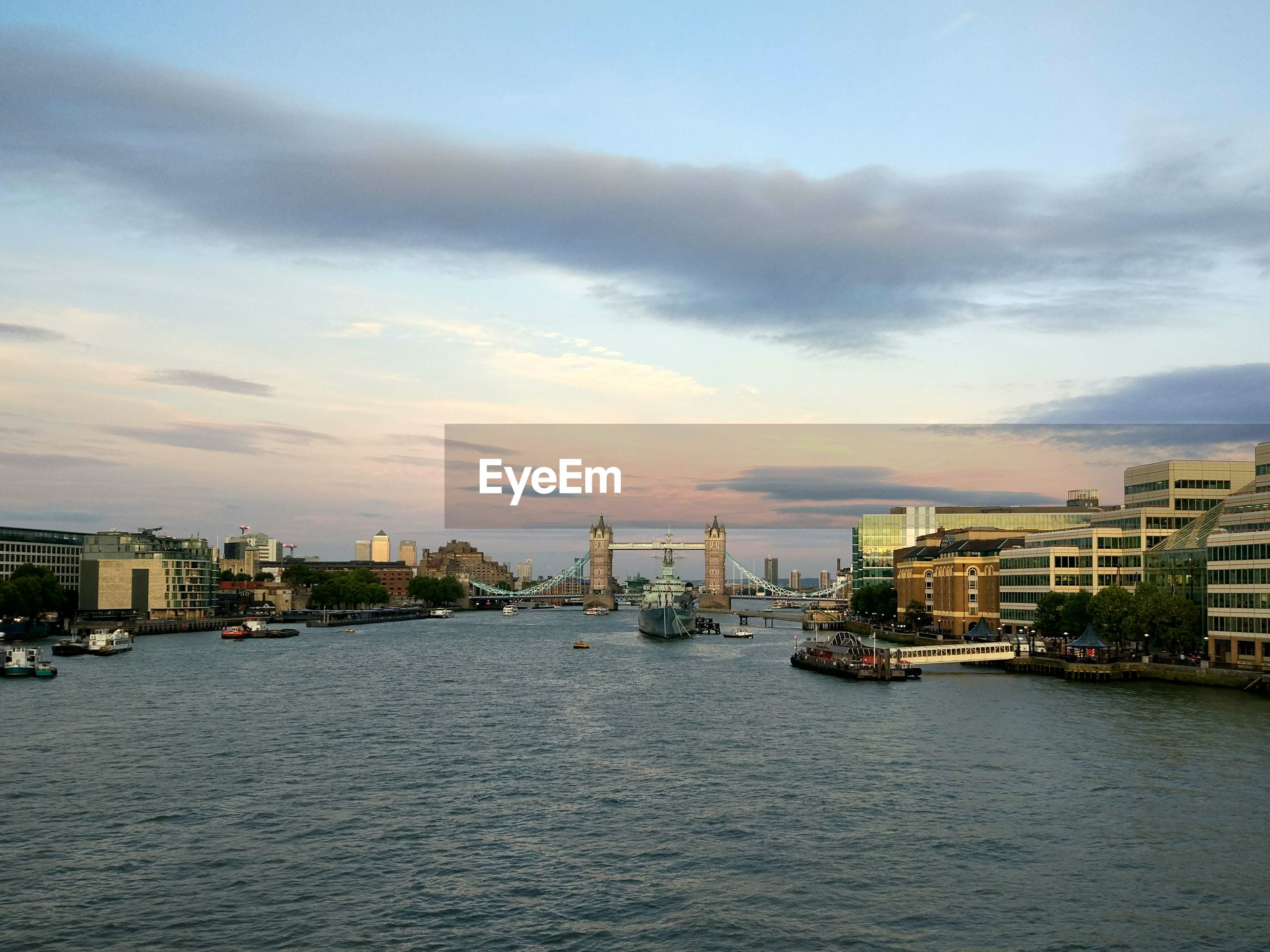 VIEW OF CITY AT WATERFRONT