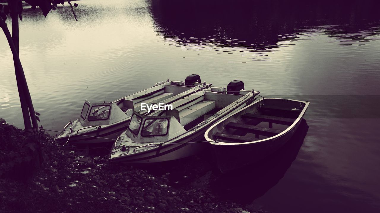 nautical vessel, transportation, moored, water, boat, mode of transport, no people, lake, nature, high angle view, outdoors, rowboat, day, beauty in nature