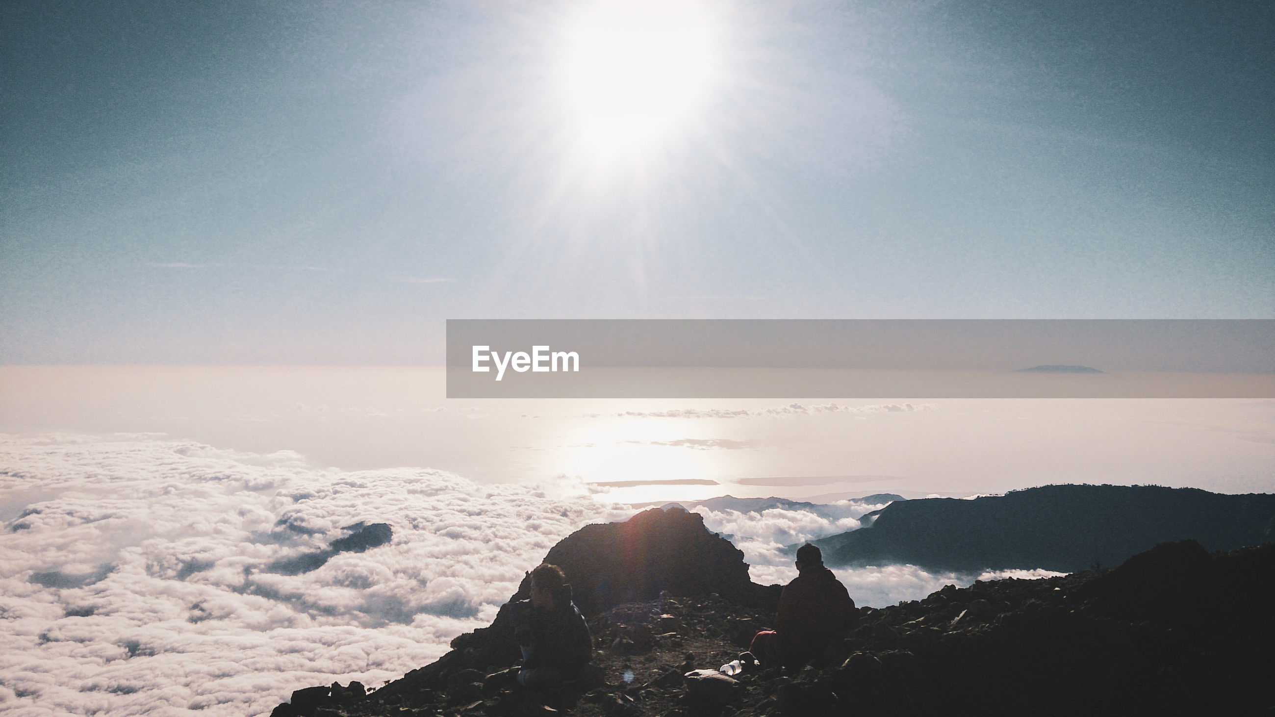 SCENIC VIEW OF MOUNTAIN AGAINST SKY DURING SUNNY DAY