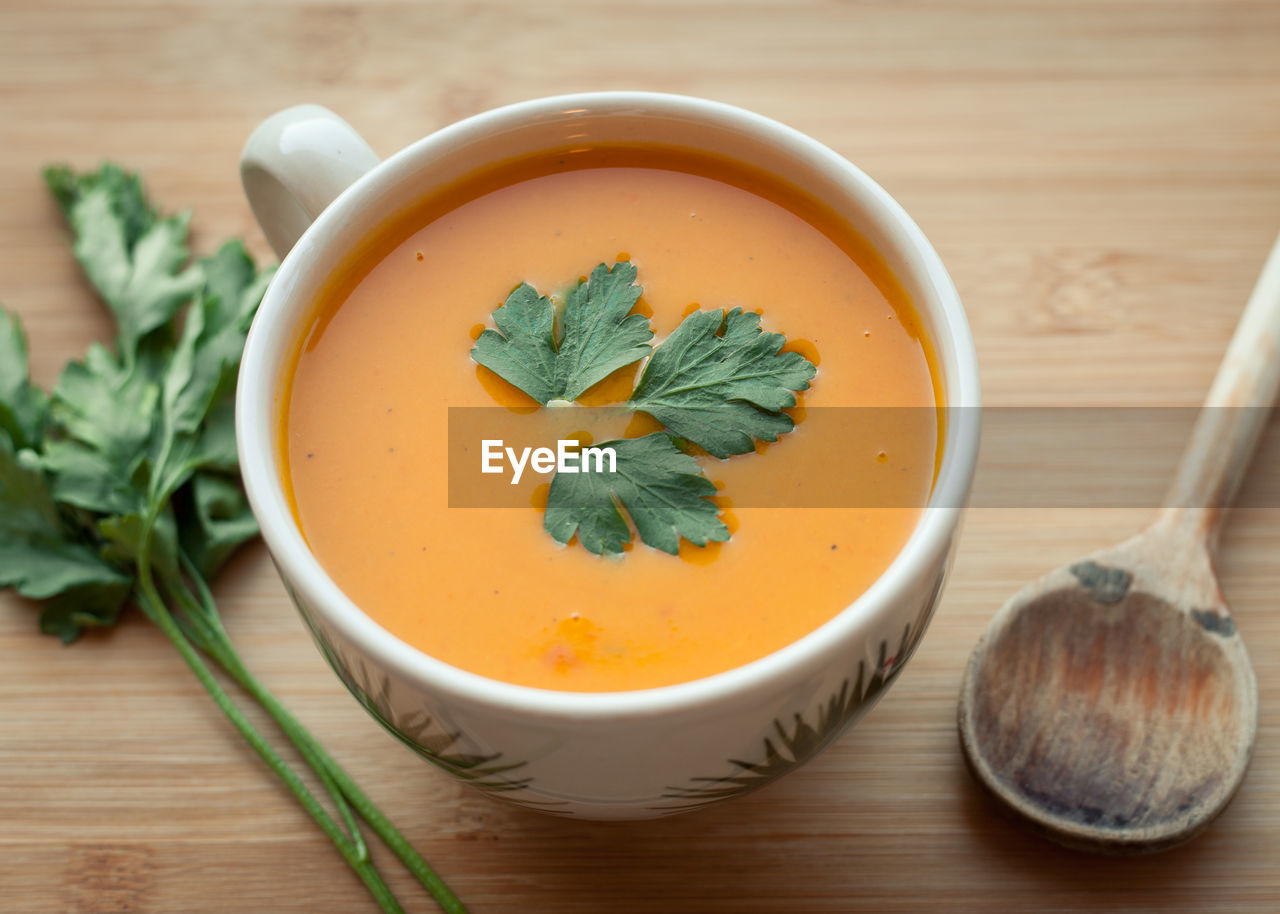food and drink, food, bowl, table, healthy eating, freshness, wellbeing, indoors, herb, soup, still life, wood - material, no people, close-up, vegetable, leaf, plant part, ready-to-eat, spoon, soup bowl, mint leaf - culinary, vegetarian food, vegetable soup
