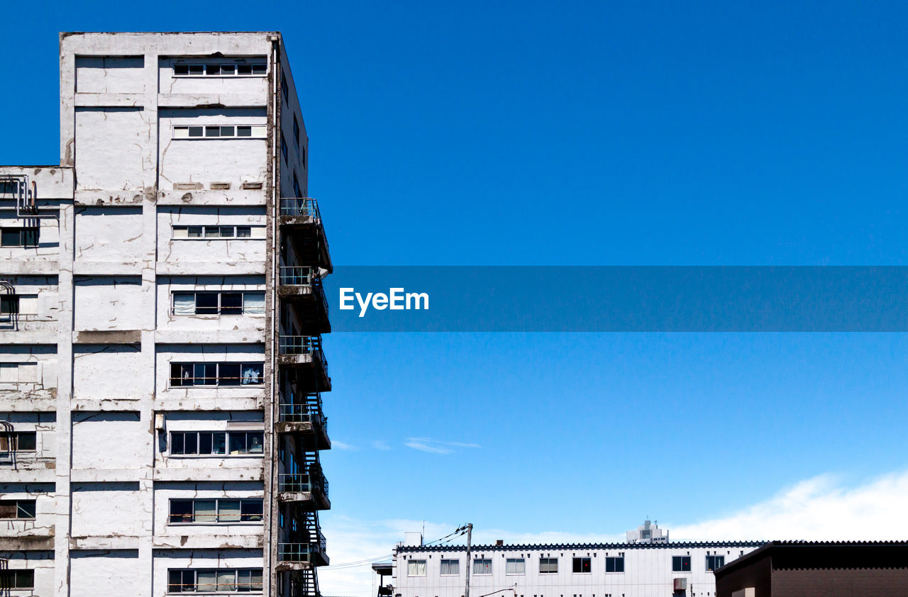 architecture, building exterior, built structure, residential building, day, outdoors, blue, low angle view, no people, sky, city, clear sky, apartment