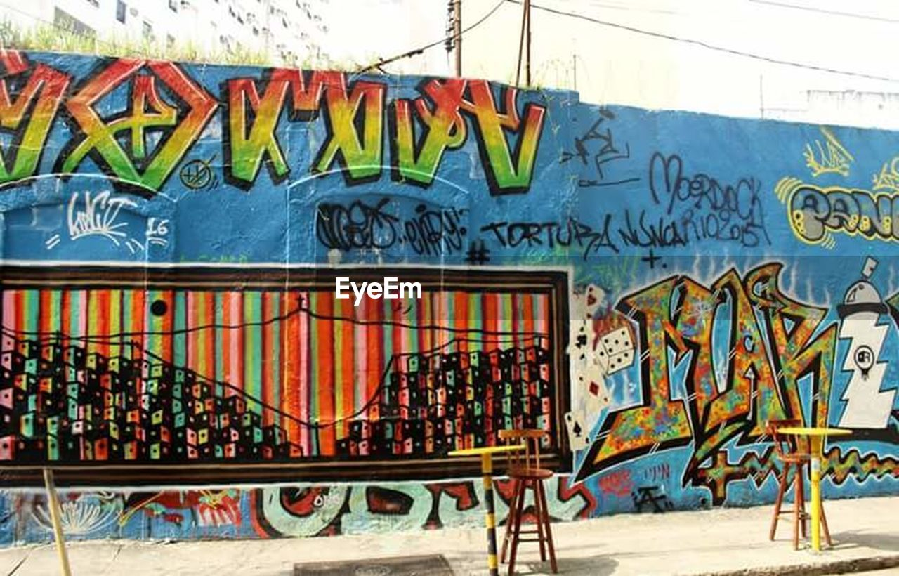 graffiti, text, multi colored, architecture, built structure, street art, day, outdoors, communication, building exterior, no people