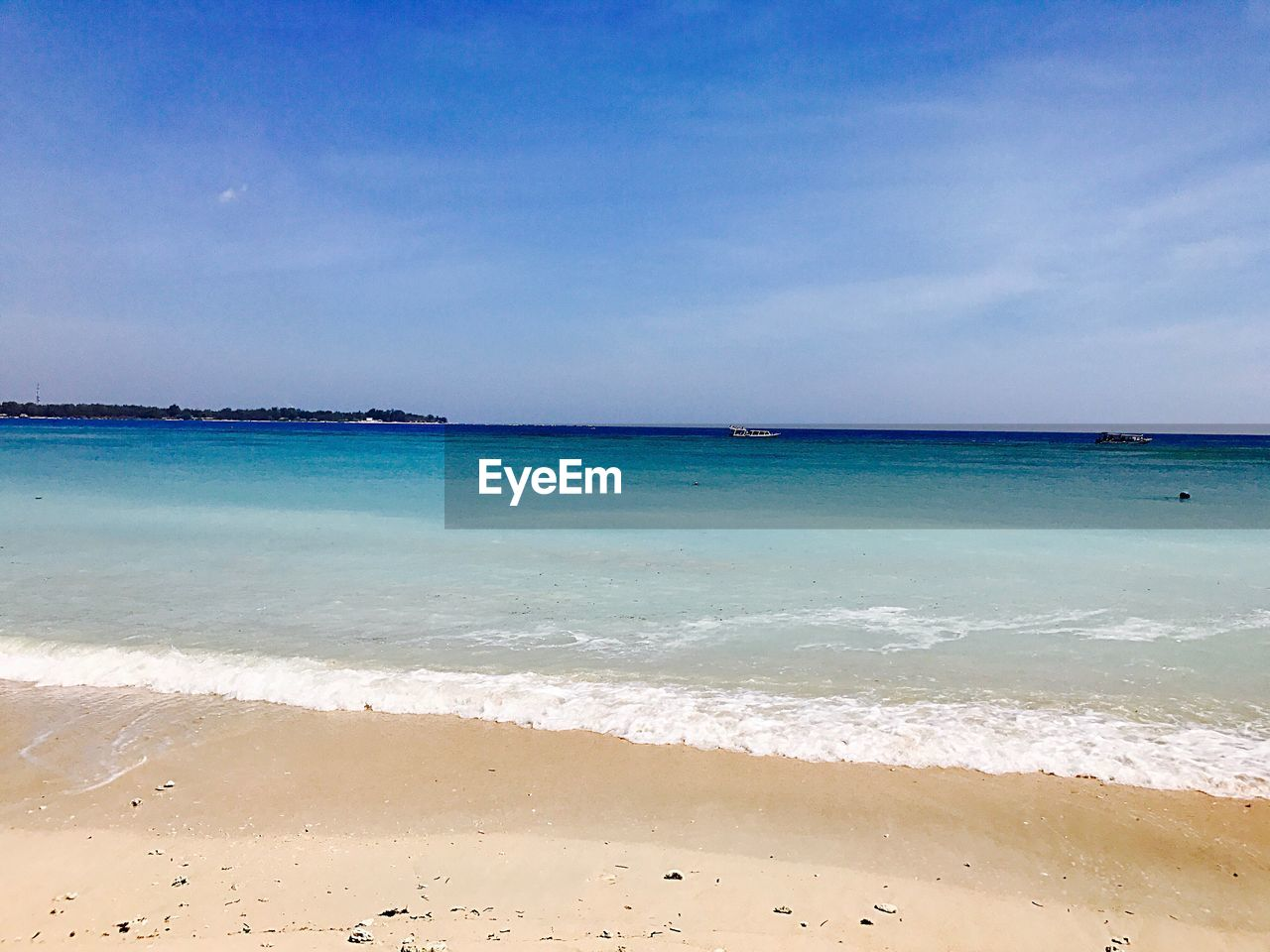 beach, sea, land, water, sky, beauty in nature, scenics - nature, horizon over water, horizon, sand, tranquility, tranquil scene, cloud - sky, nature, idyllic, day, motion, non-urban scene, outdoors, turquoise colored
