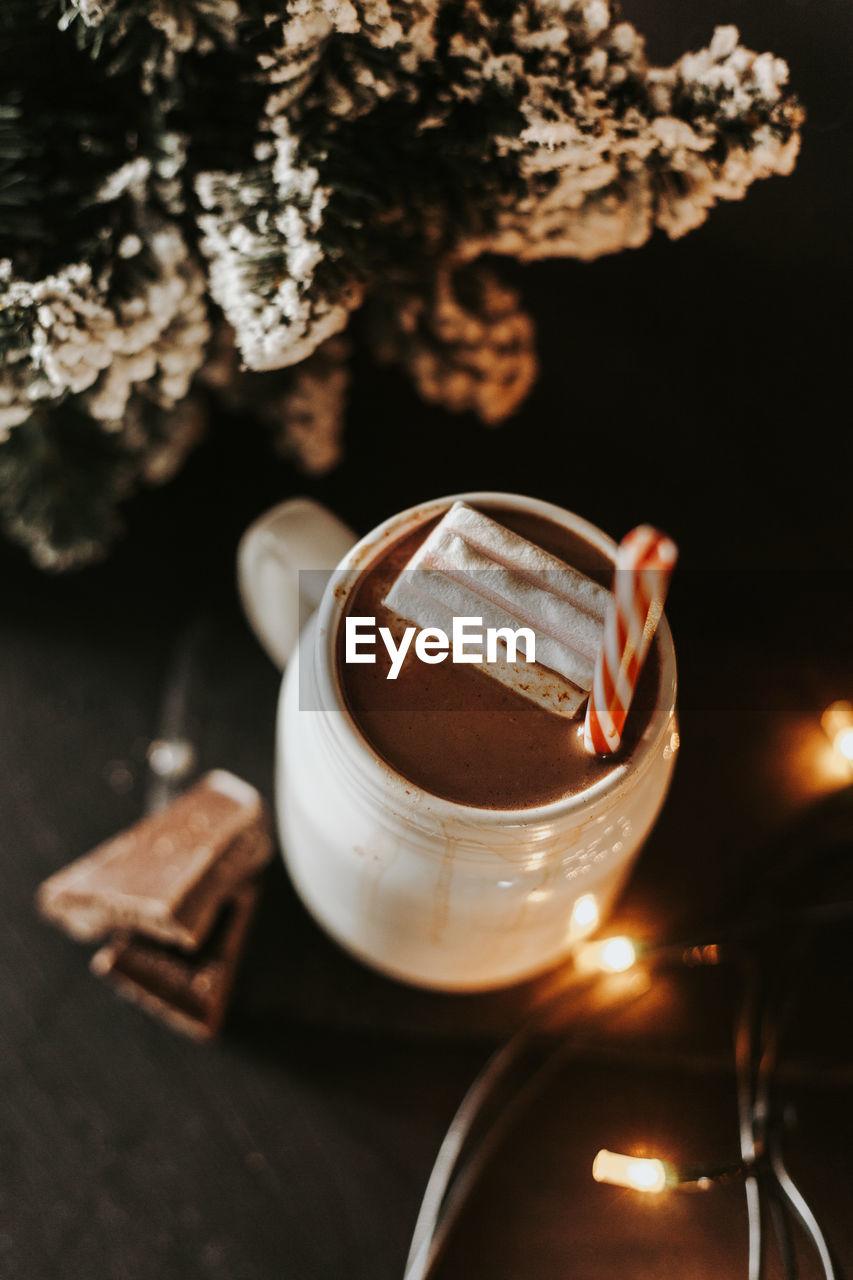 HIGH ANGLE VIEW OF COFFEE AND TEA ON TABLE