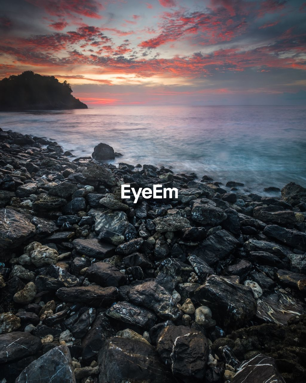sea, sunset, nature, beauty in nature, beach, horizon over water, water, tranquility, tranquil scene, shore, scenics, sky, rock - object, outdoors, no people, pebble beach, wave, day