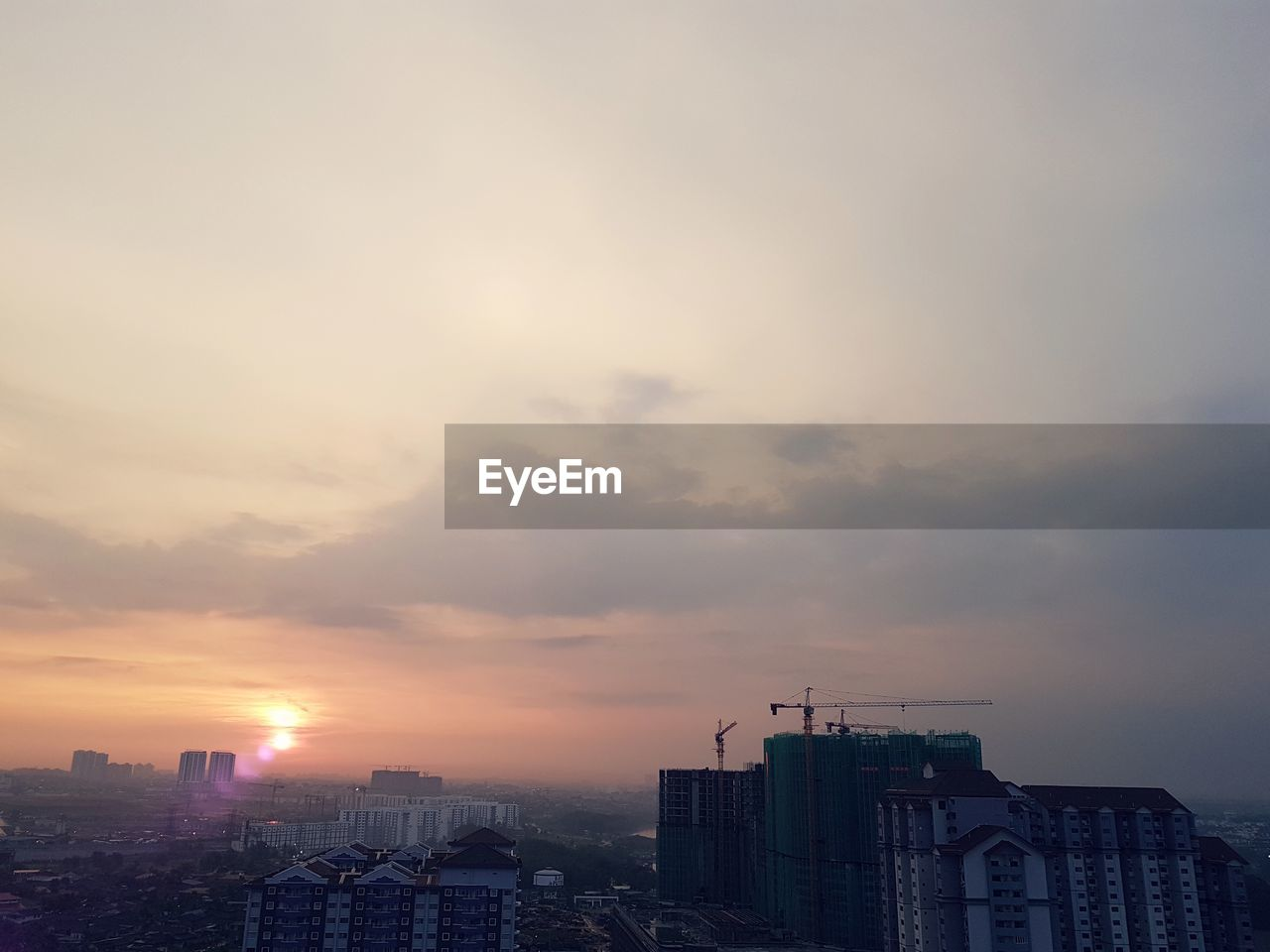 architecture, building exterior, cityscape, city, built structure, sunset, skyscraper, modern, sky, no people, outdoors, urban skyline, residential, day