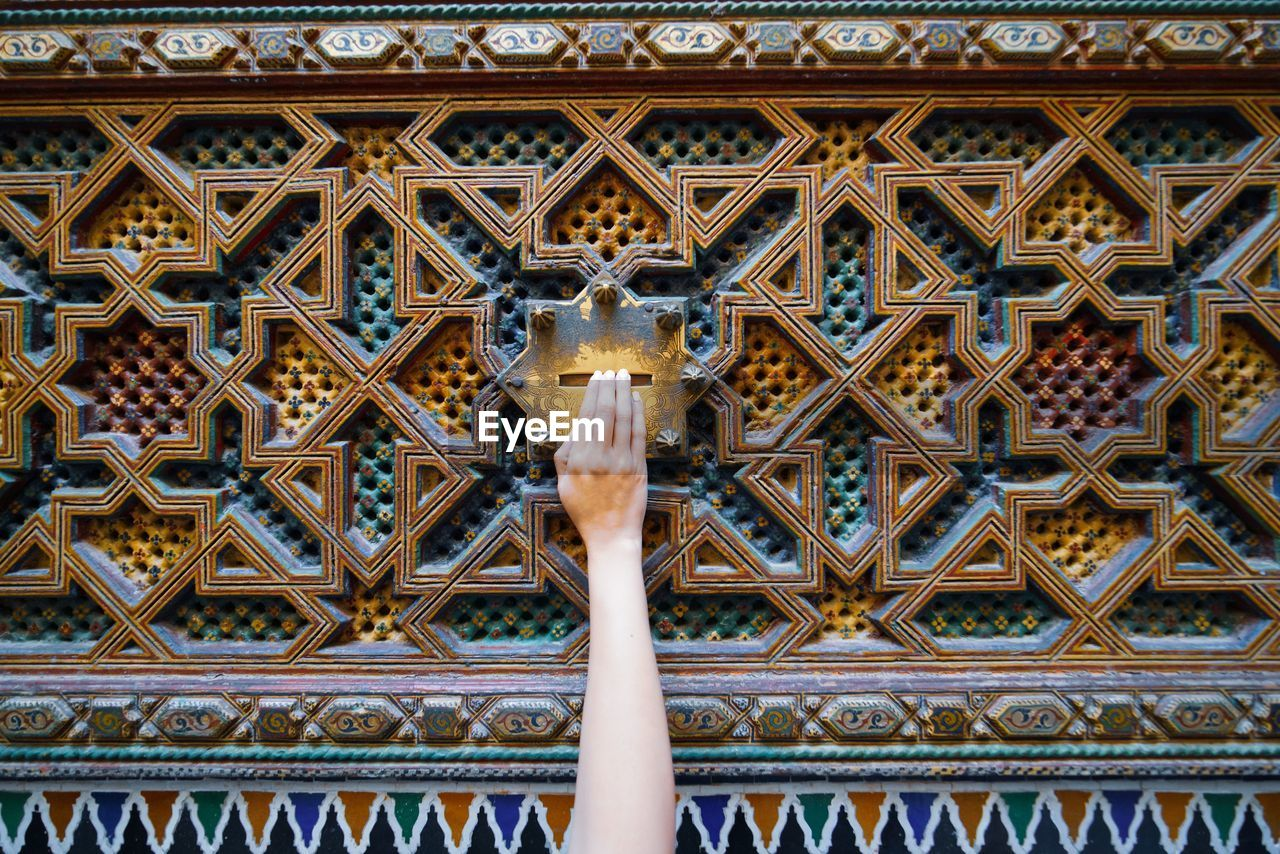 architecture, built structure, pattern, day, low angle view, art and craft, creativity, design, no people, building exterior, building, craft, representation, travel destinations, full frame, the past, human representation, history, close-up, carving - craft product, ornate, arms raised, ceiling