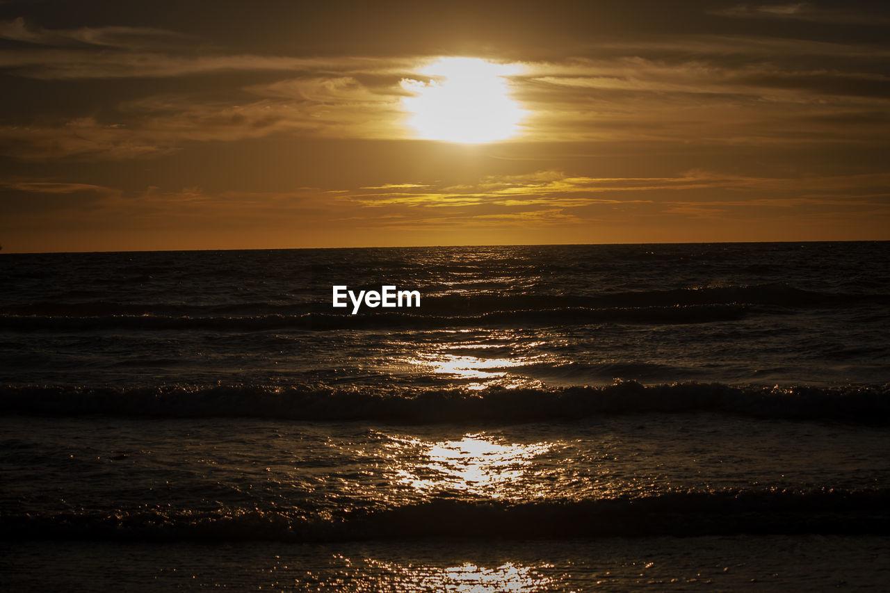sky, water, sea, sunset, beauty in nature, scenics - nature, horizon over water, horizon, sun, land, beach, tranquility, nature, cloud - sky, idyllic, tranquil scene, sunlight, wave, non-urban scene, no people, outdoors