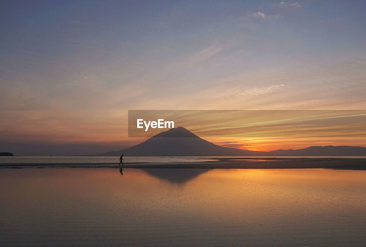 sky, water, scenics - nature, beauty in nature, tranquil scene, sunset, tranquility, waterfront, cloud - sky, sea, reflection, idyllic, no people, nature, mountain, non-urban scene, orange color, outdoors, salt flat