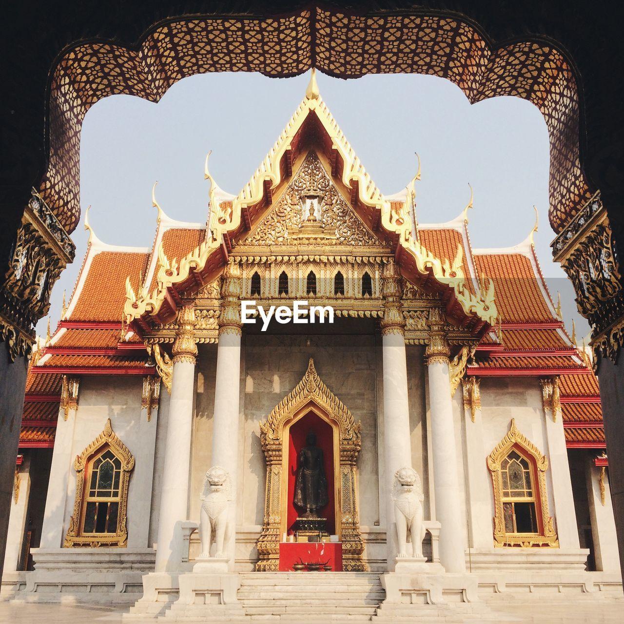 Wat benchamabophit against sky
