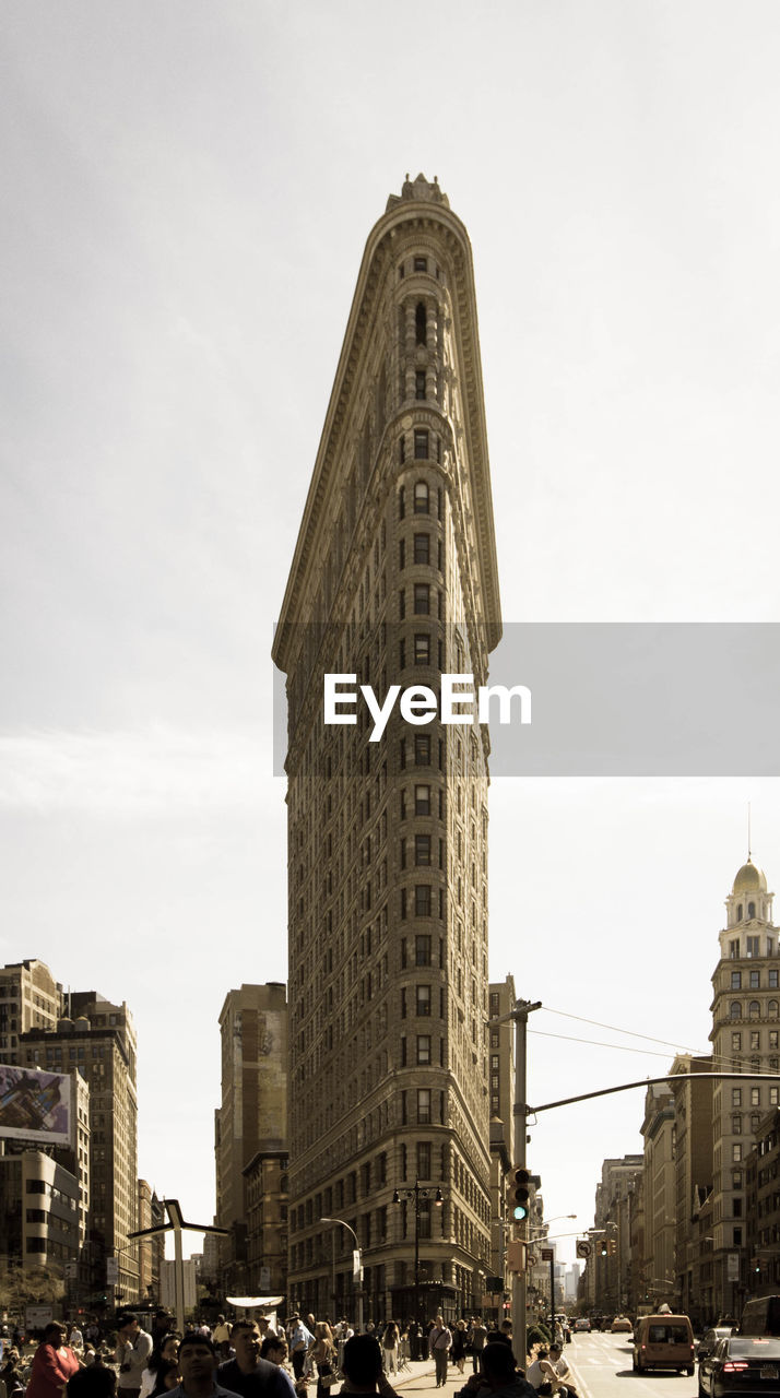 architecture, built structure, building exterior, tower, tall - high, large group of people, sky, travel destinations, real people, skyscraper, city, day, low angle view, outdoors, clock tower, men, clear sky, cityscape, people