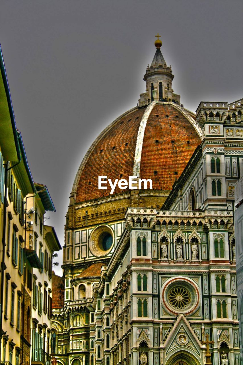 architecture, building exterior, built structure, religion, place of worship, spirituality, history, no people, low angle view, travel destinations, outdoors, clock tower, day, dome, sky, clock, city