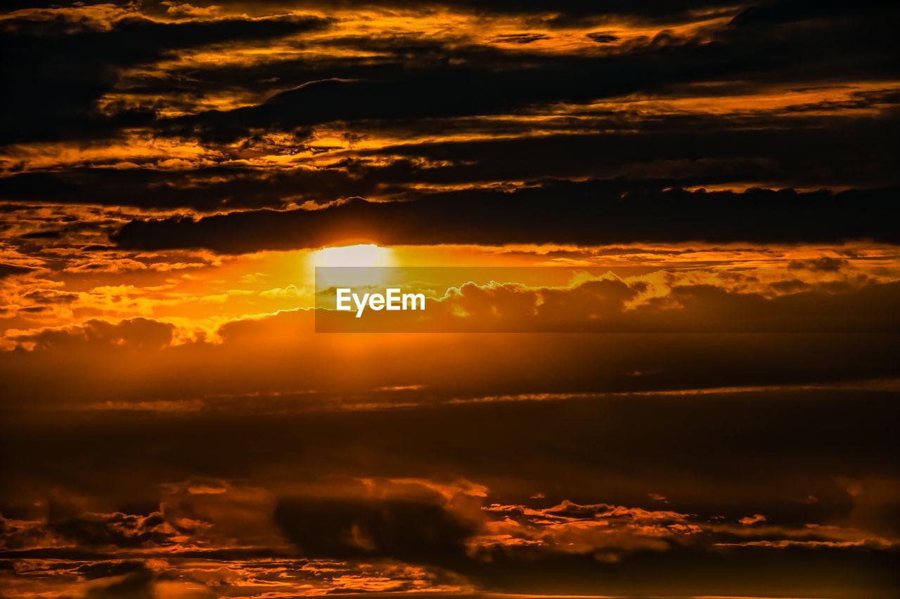 sunset, sky, cloud - sky, beauty in nature, scenics - nature, orange color, tranquility, tranquil scene, idyllic, no people, nature, sunlight, sun, outdoors, non-urban scene, dramatic sky, majestic, sunbeam, remote, environment